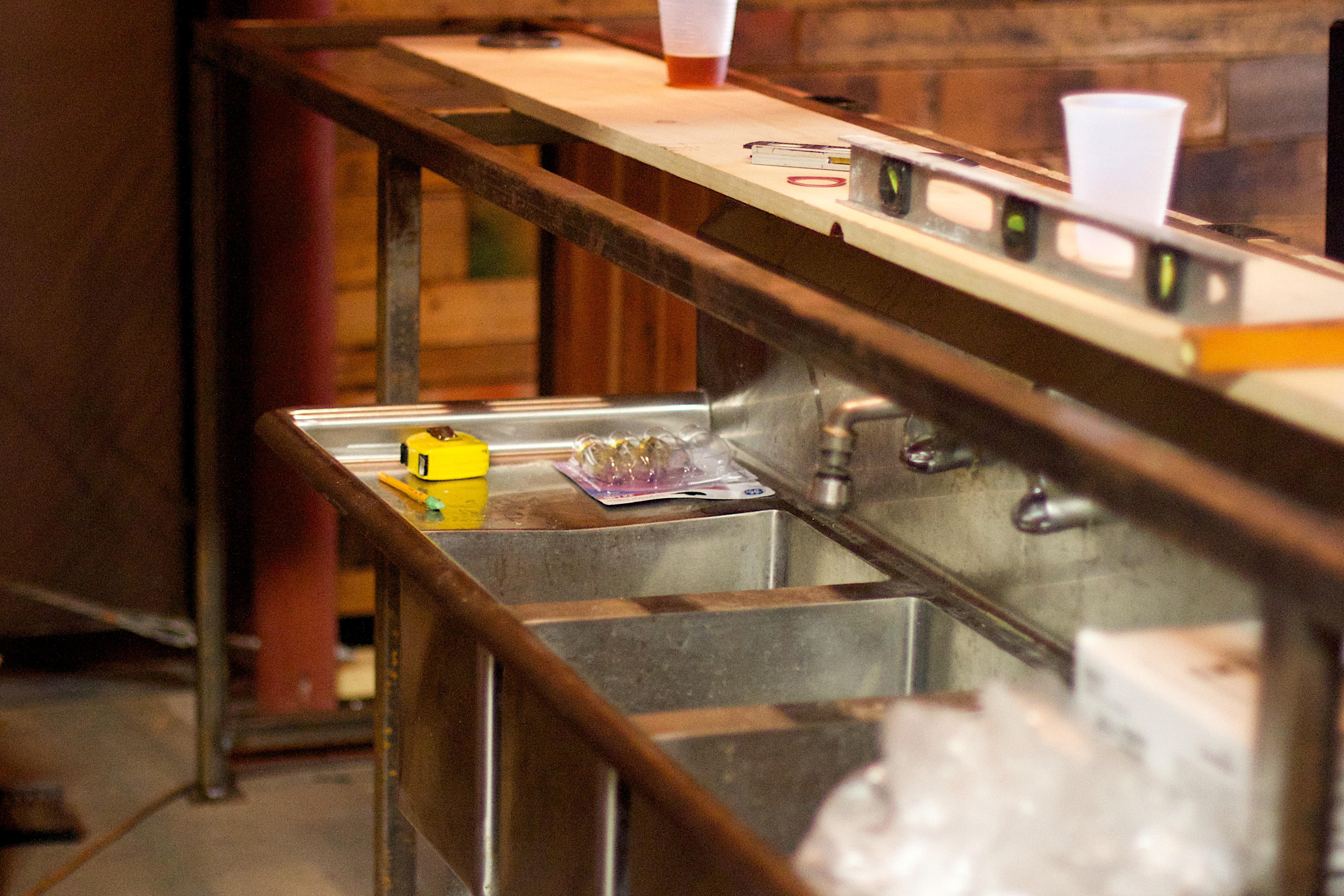 Fotos gratis mesa madera vaso restaurante comida for Mesa encimera cocina