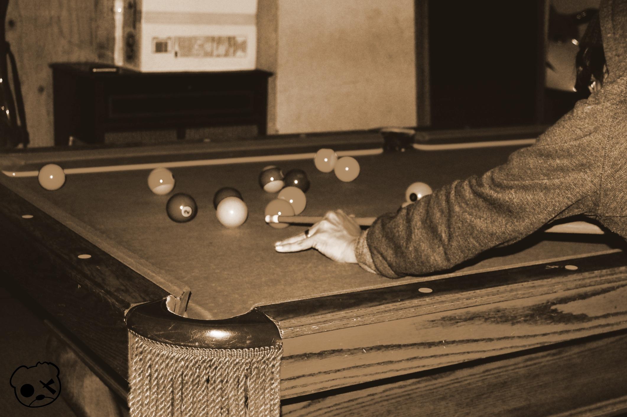 Fotos gratis : mesa, madera, guitarra, piscina, bar, piano, jugando ...