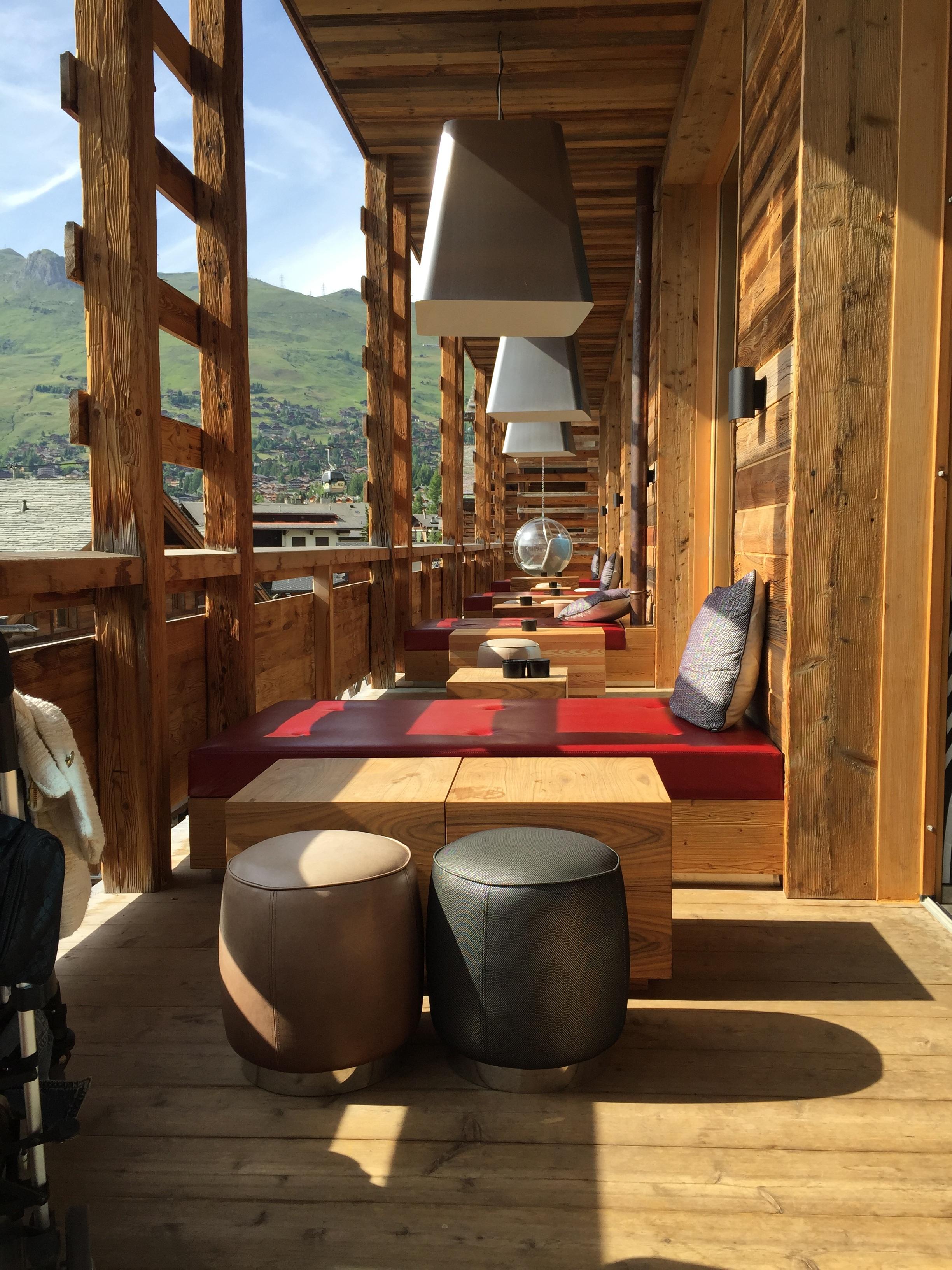 Fotos gratis mesa madera casa piso caba a alpino for Diseno de iluminacion de interiores