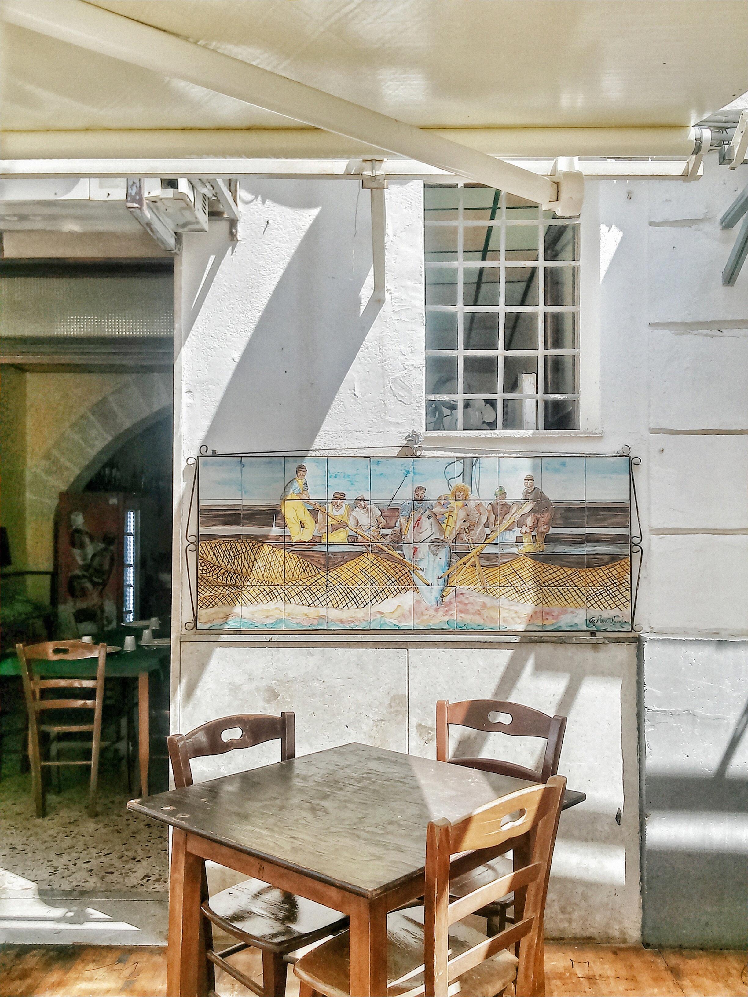 Gambar Meja Kayu Rumah Restoran Pondok Dapur Milik Ruang