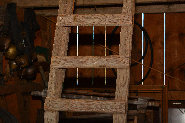 Fotos gratis : mesa, antiguo, granero, escalera, haz, mueble ...