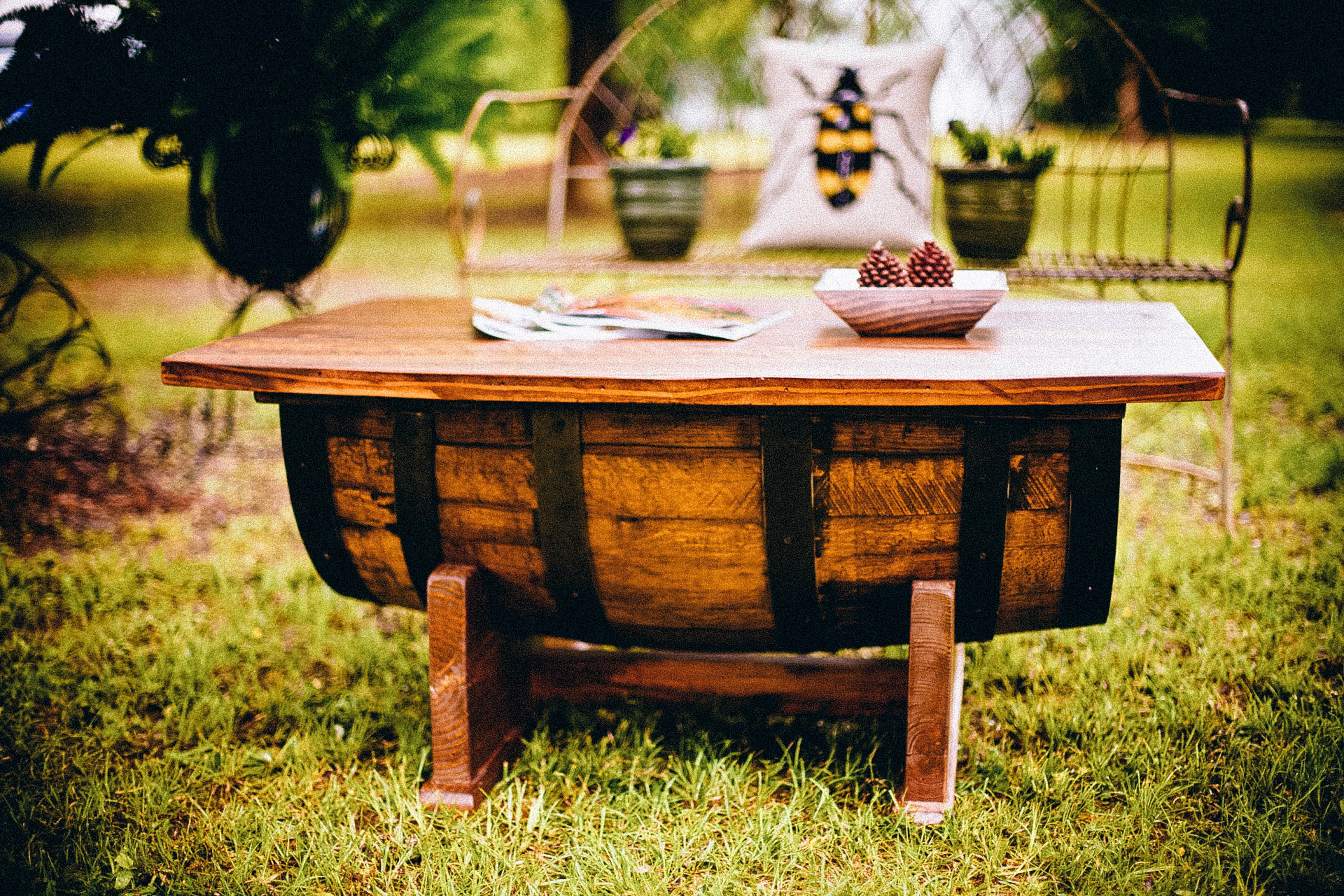 Images Gratuites : rustique, arrière-cour, meubles, jardin, table ...