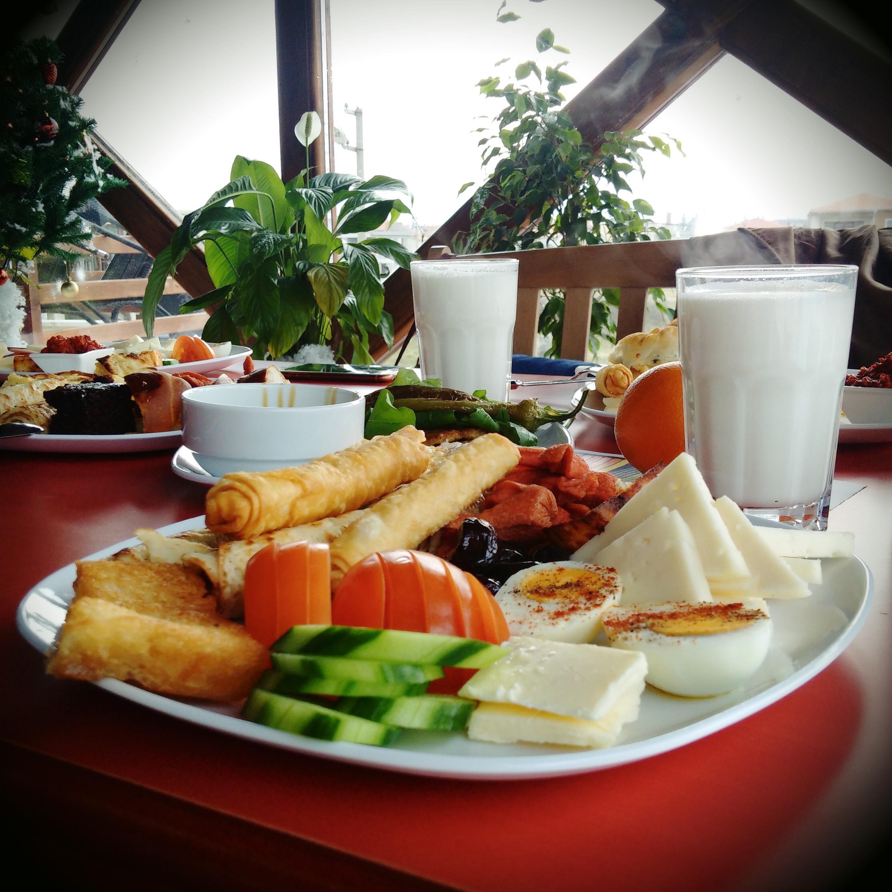 Kostenlose foto : Tabelle, Holz, Tee, Morgen, Restaurant, Gericht ...