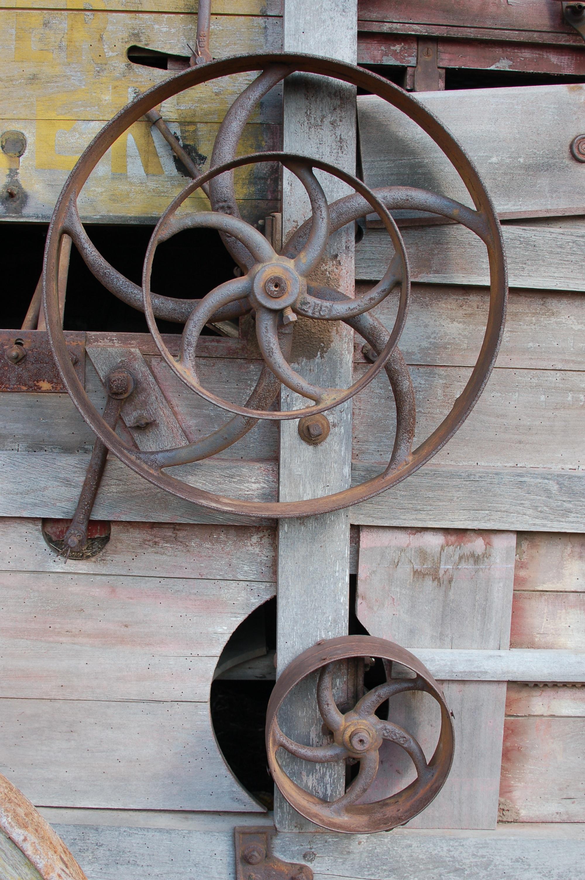 Table Wood Vintage Antique Wheel Wagon Vehicle Gear Metal Furniture Cog  Sculpture Art Iron Carving Man