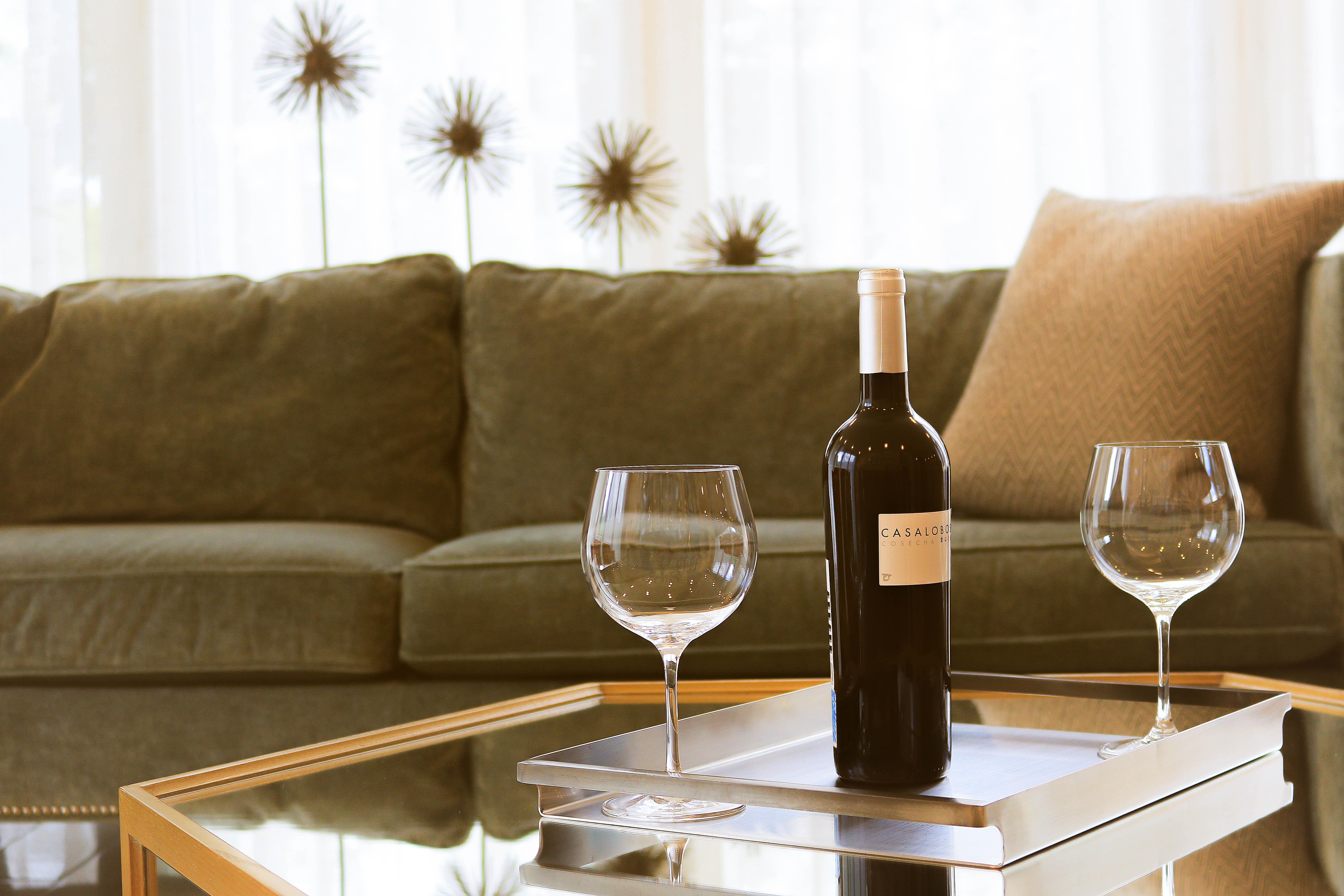 Images gratuites table bois du vin maison for Canape jakarta