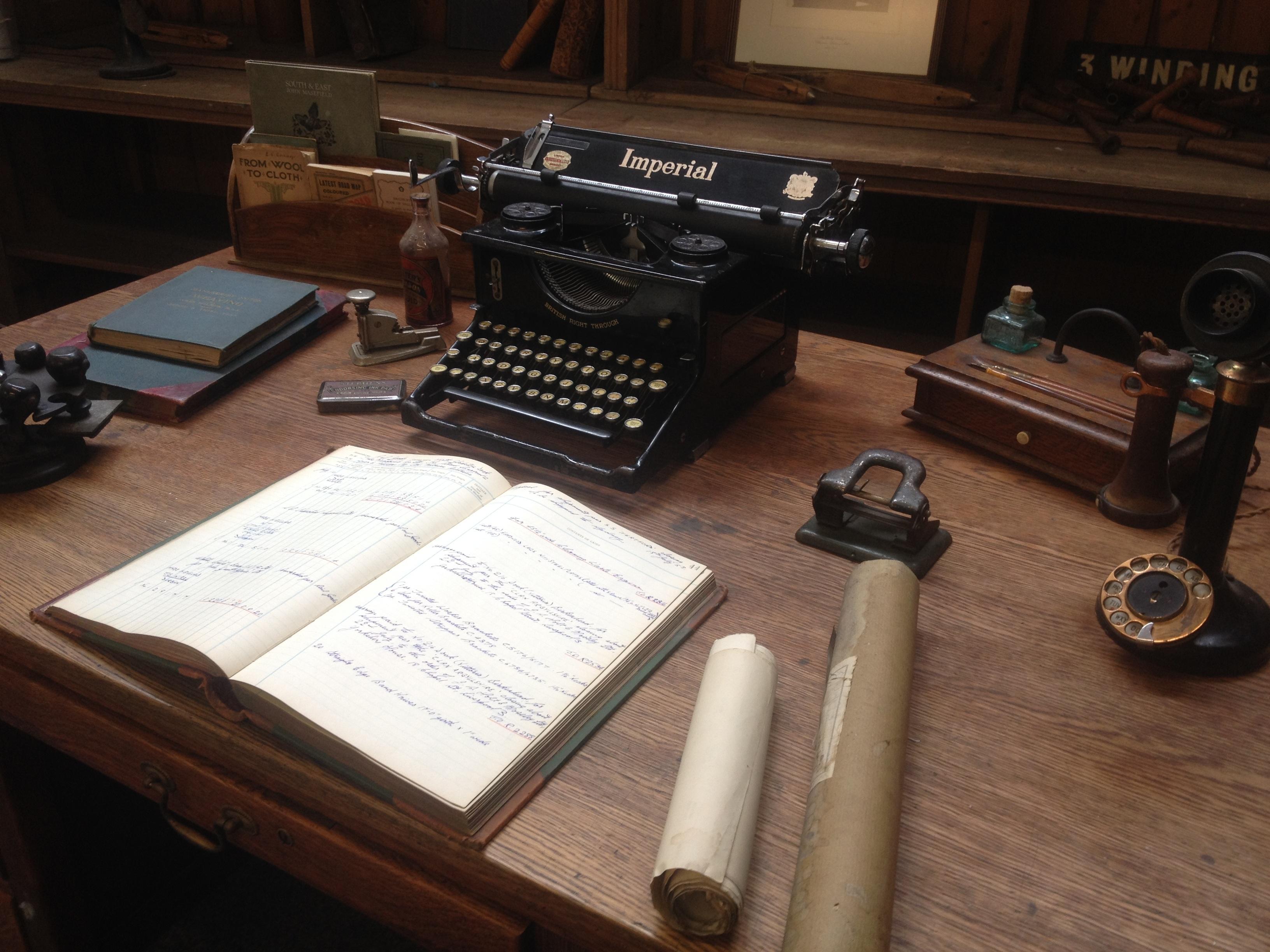 Free images technology vintage antique typewriter - Escritorio para escribir ...