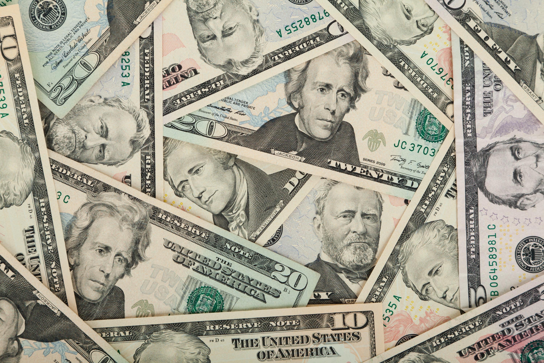 Российские банки готовятся заработать на падении доллара