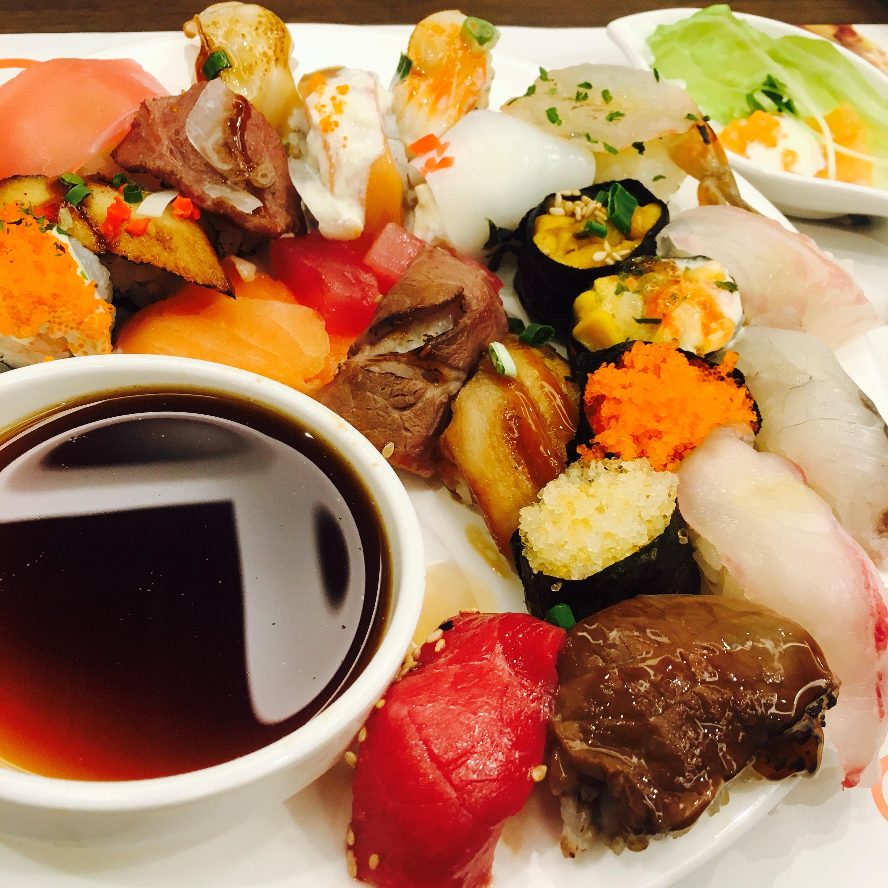 hora plato comida comida pescado desayuno carne almuerzo cocina delicioso buffet comida asitica sushi japons comedor