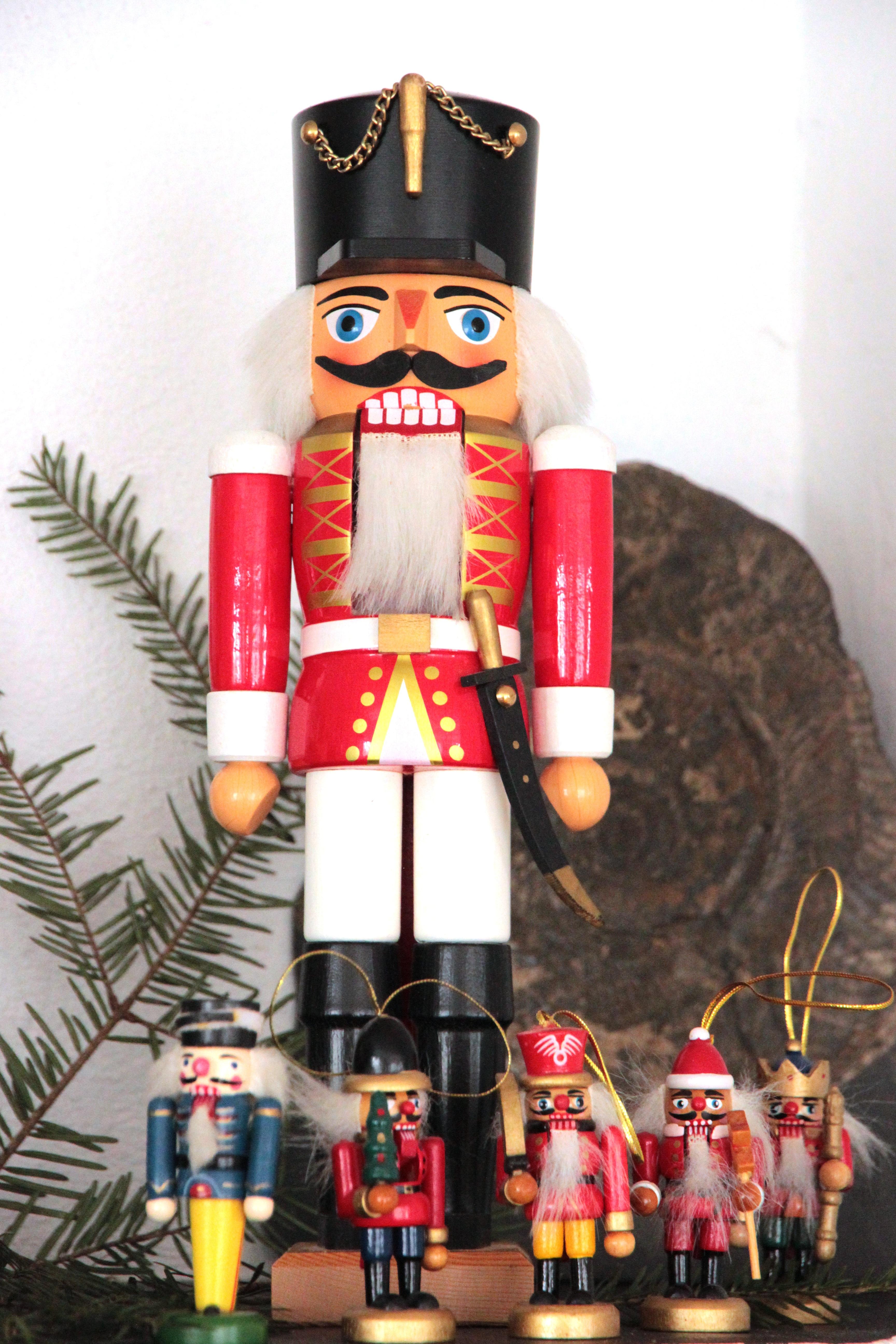 tool decoration christmas decor advent christmas decoration figure festive decorations holzfigur nutcracker ore mountains nutcracker parade