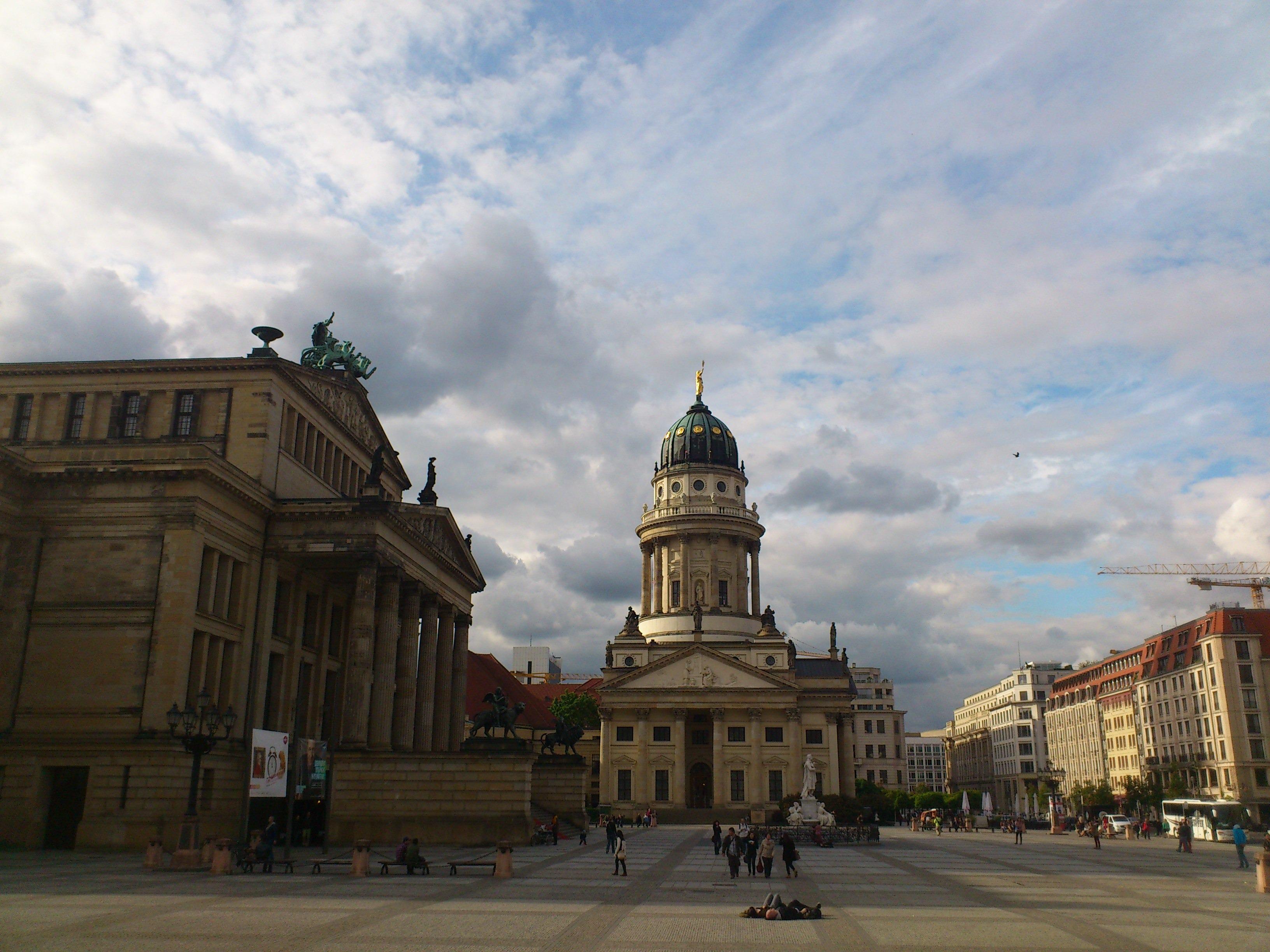 берлин центральная площадь фото описание она хотела вычислить