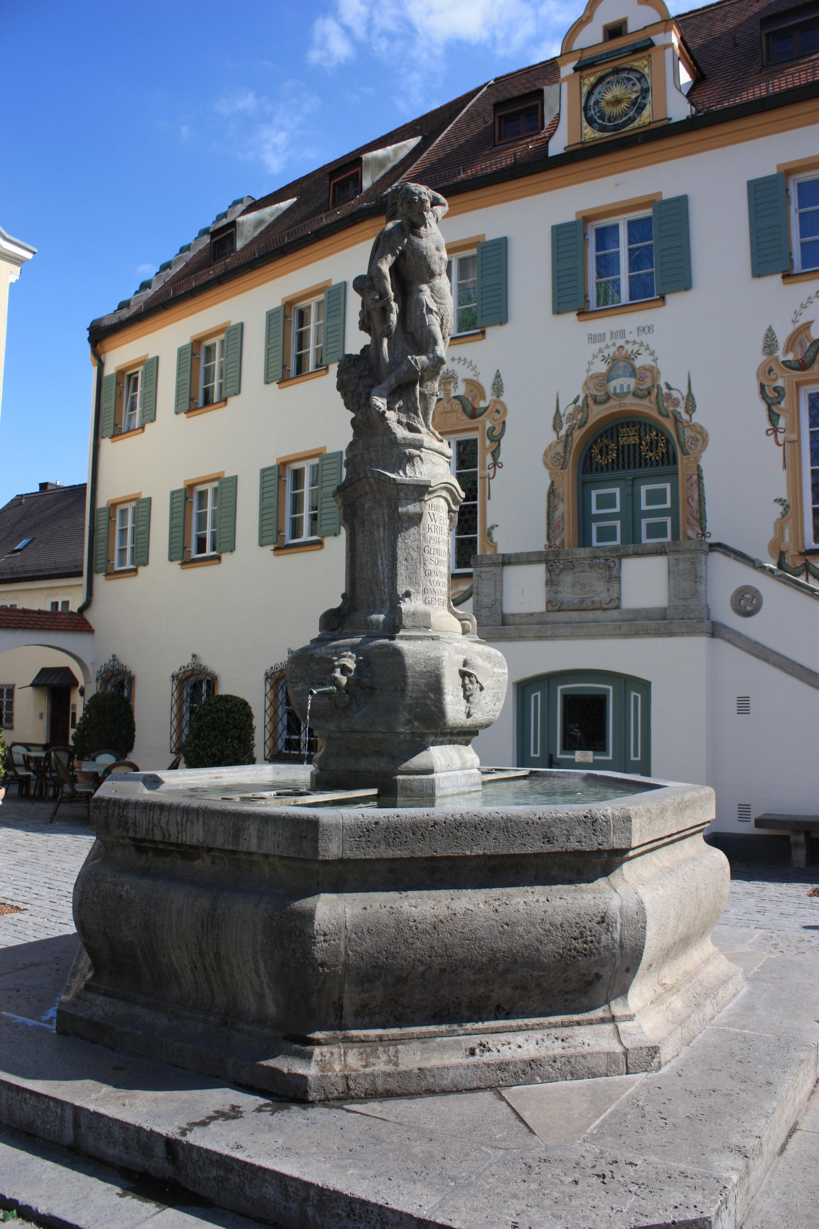 Attractive Stadt Monument Statue Wahrzeichen Brunnen Deutschland Stadtplatz Immobilien  Wasser Funktion Altes Rathaus Alte Geschichte Standesamt
