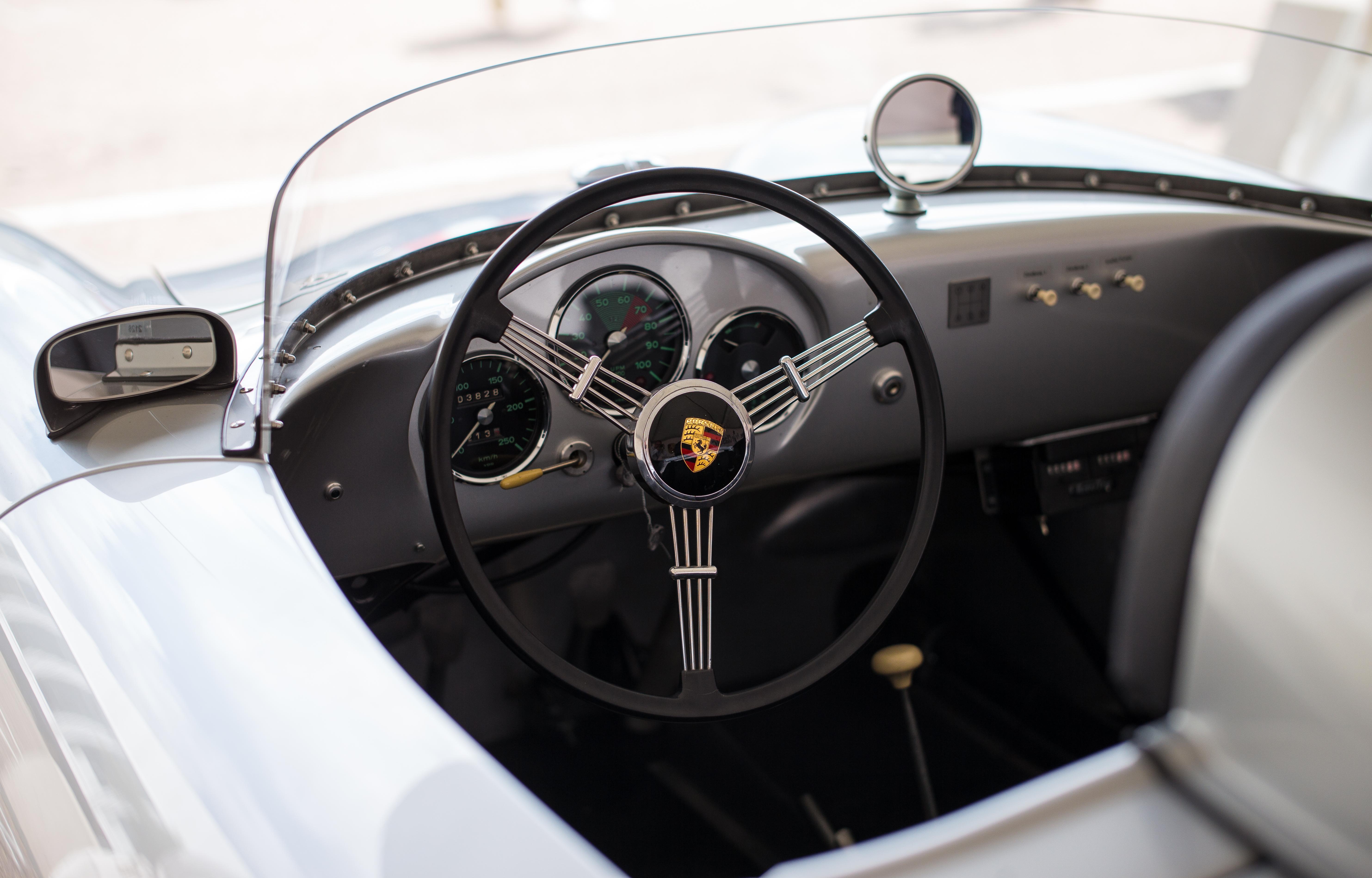 Images gratuites piste roue int rieur v hicule for Interieur de voiture de luxe