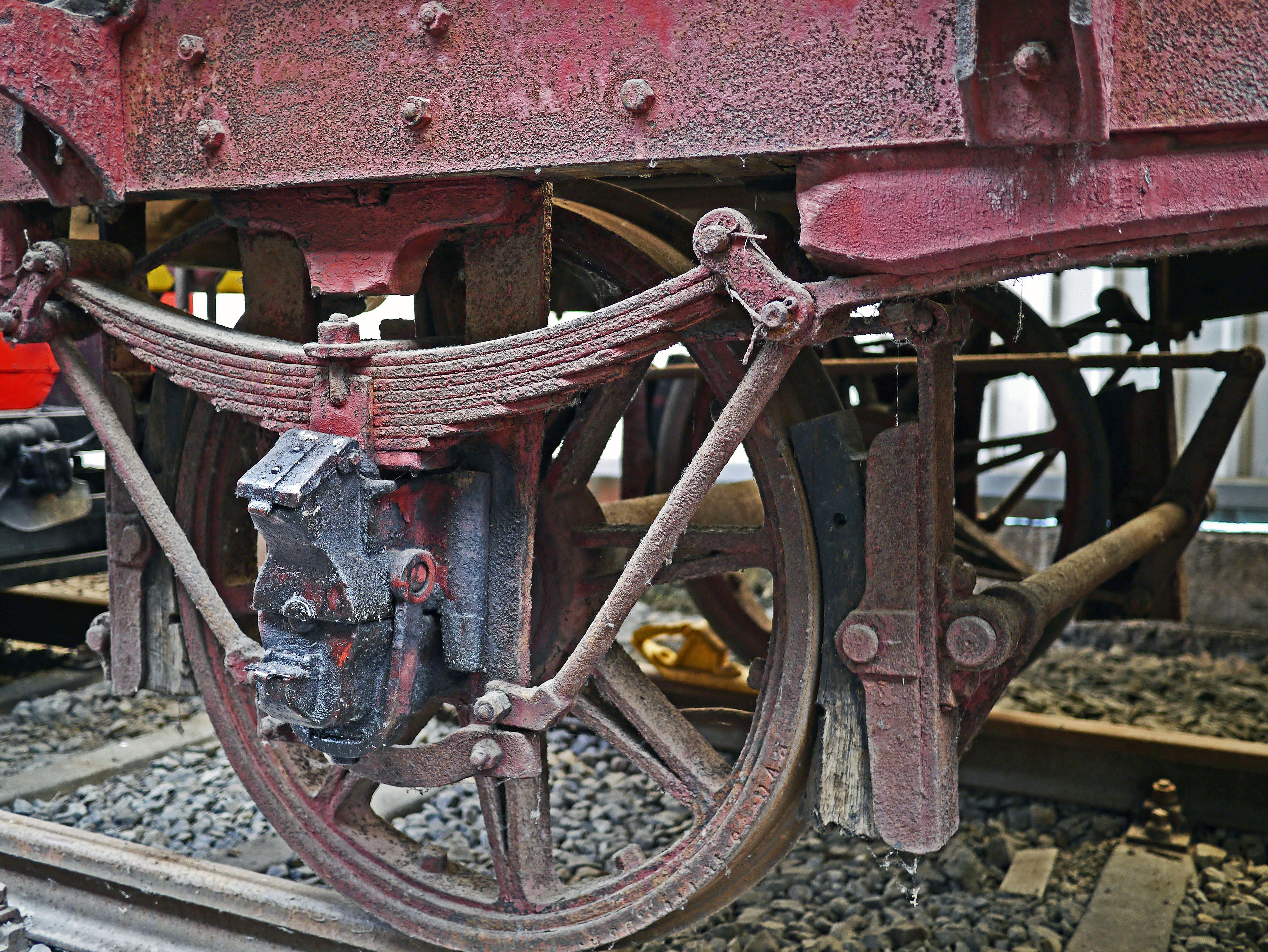 Fotos gratis : pista, antiguo, rueda, carril, vehículo, museo, marco ...