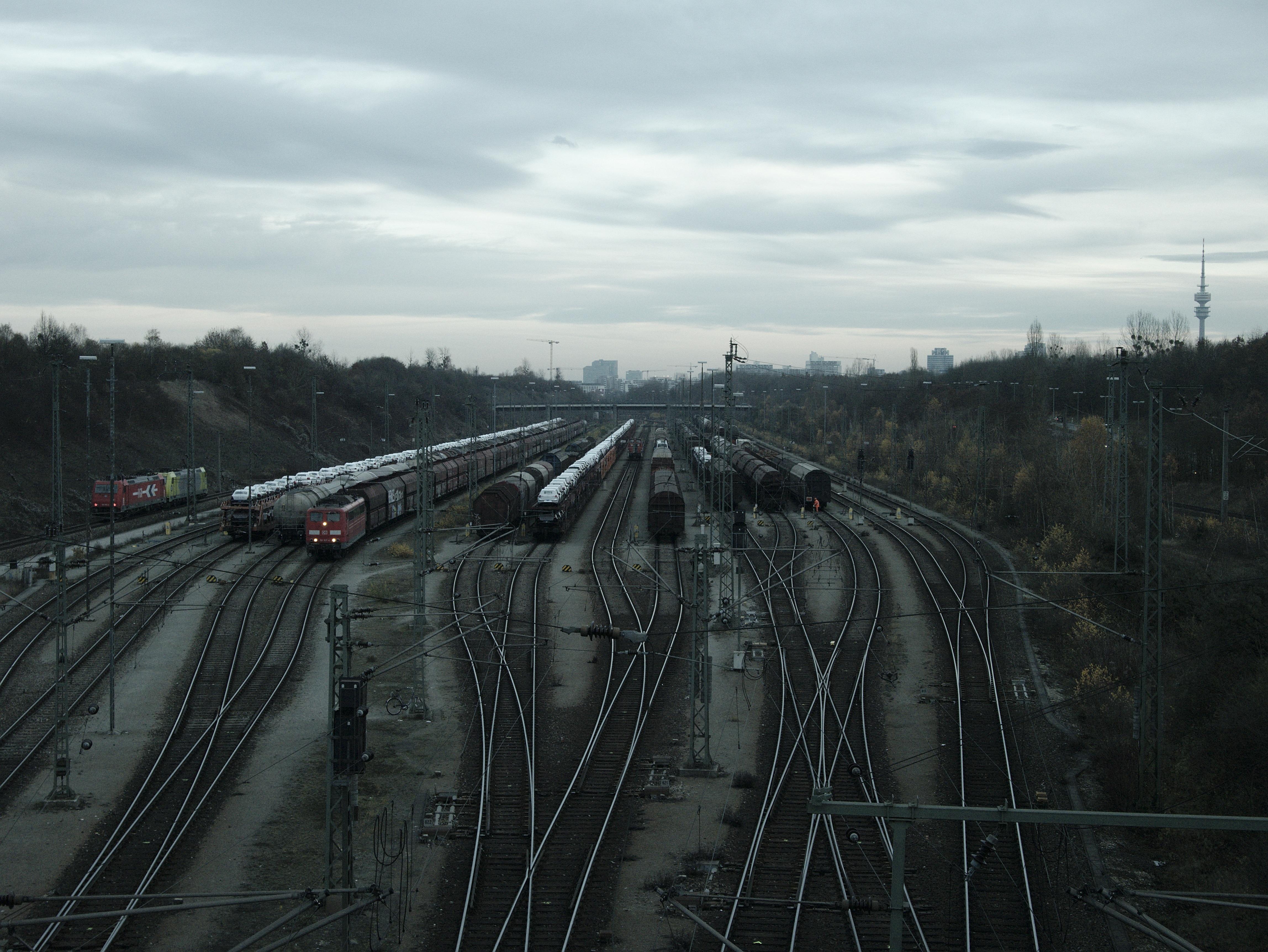 Kostenlose foto : Spur, Eisenbahn, Straße, Autobahn, Schiene, Zug ...