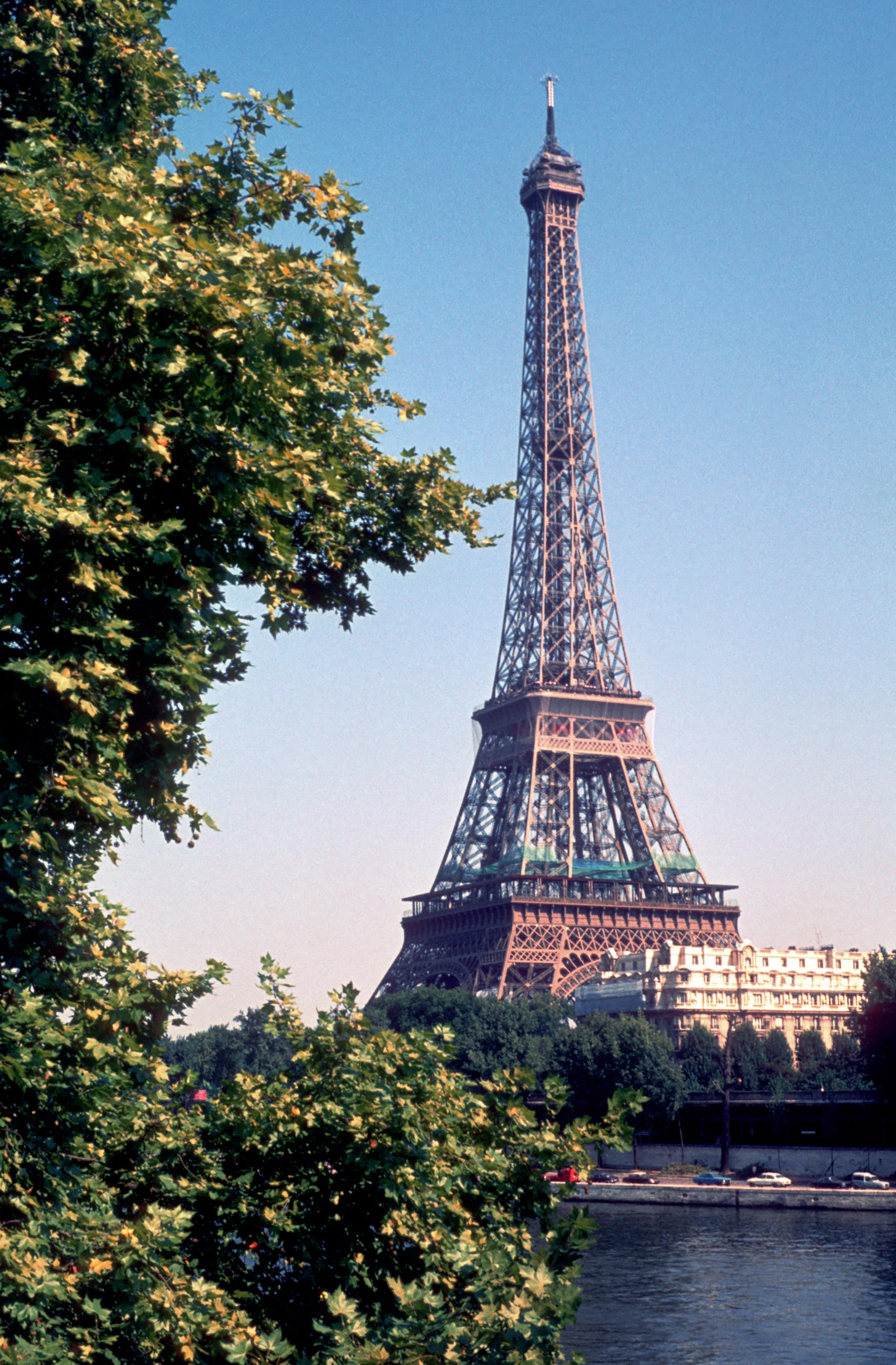 free images tree architecture eiffel tower paris monument france landmark tourism tour. Black Bedroom Furniture Sets. Home Design Ideas
