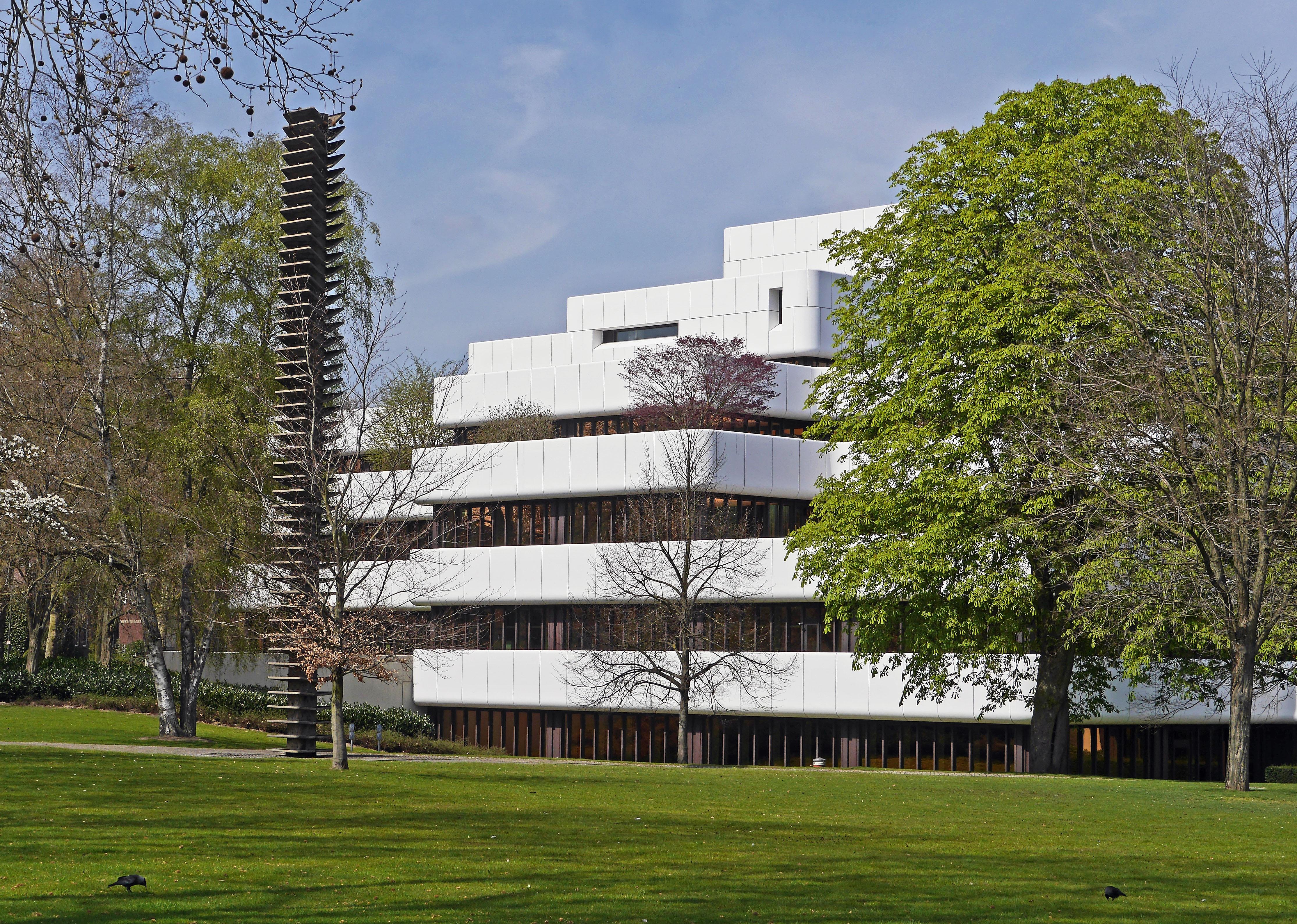 Images gratuites arbre architecture maison ville for Facade immeuble moderne