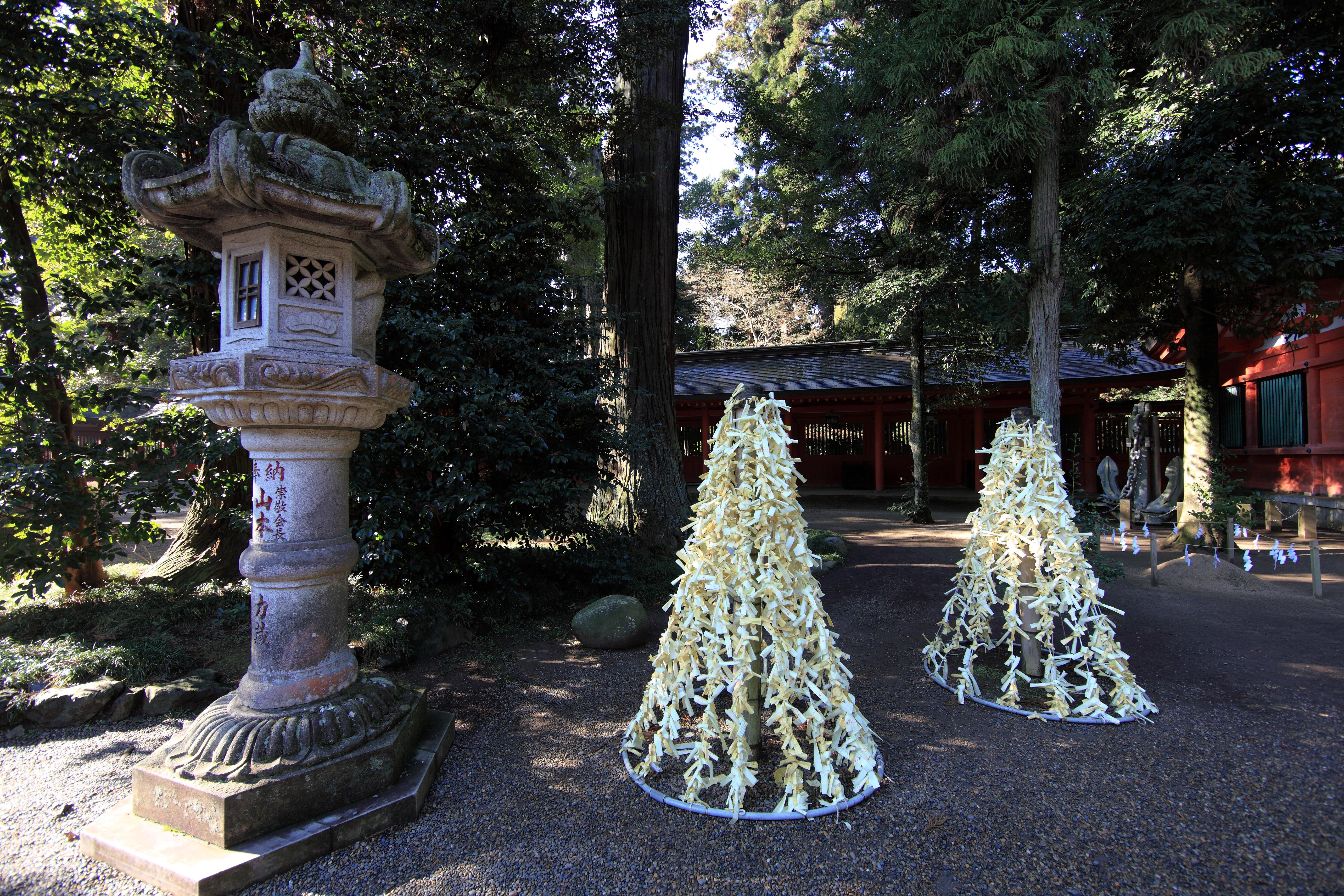 Deco De Noel Dans Le Jardin images gratuites : arbre, architecture, lanterne, haute