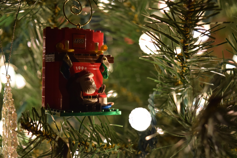 https://get.pxhere.com/photo/tree-branch-holiday-christmas-fir-lighting-christmas-tree-christmas-decoration-woody-plant-167245.jpg