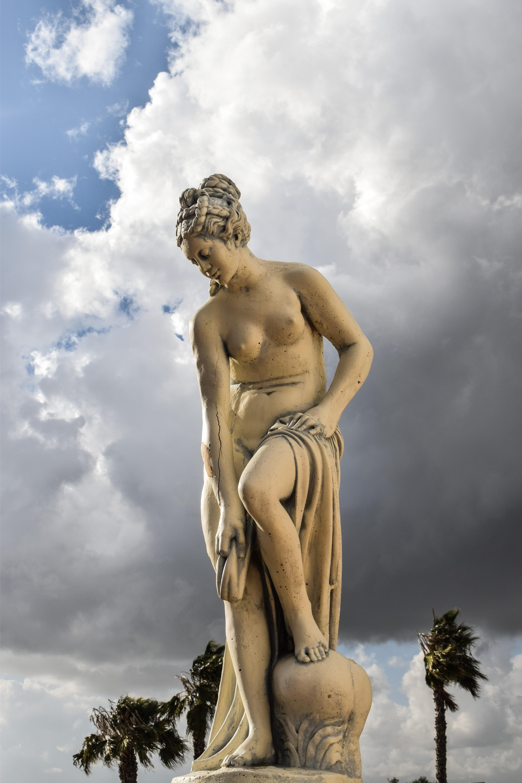 Naked Greek goddesses aphrodite