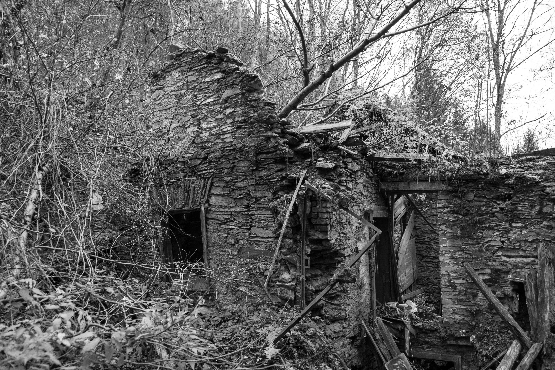 Ruinen gor det svart att glomma