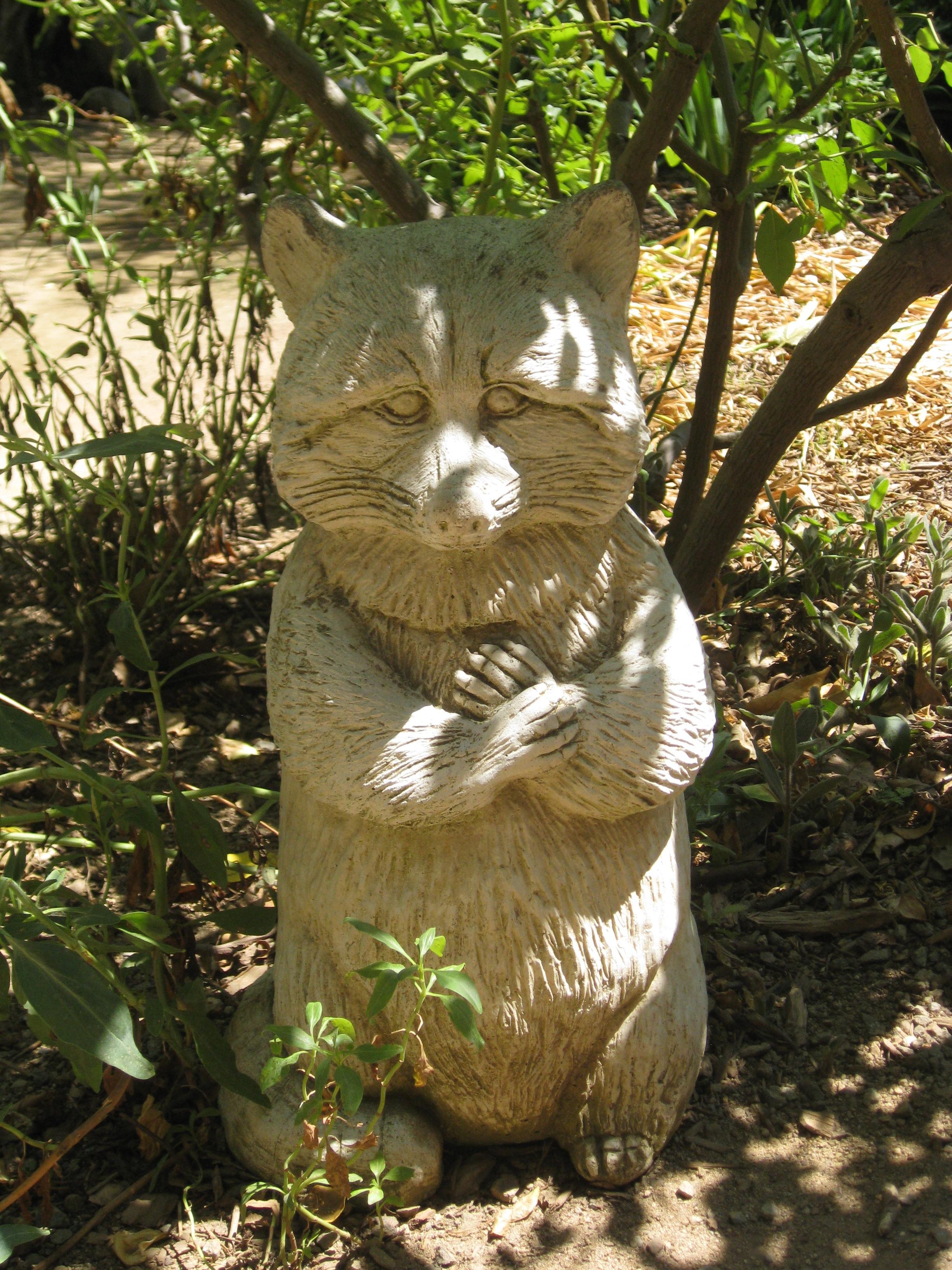 garden in malbin file commons wiki haifa statue wikimedia cat ursula sculpture