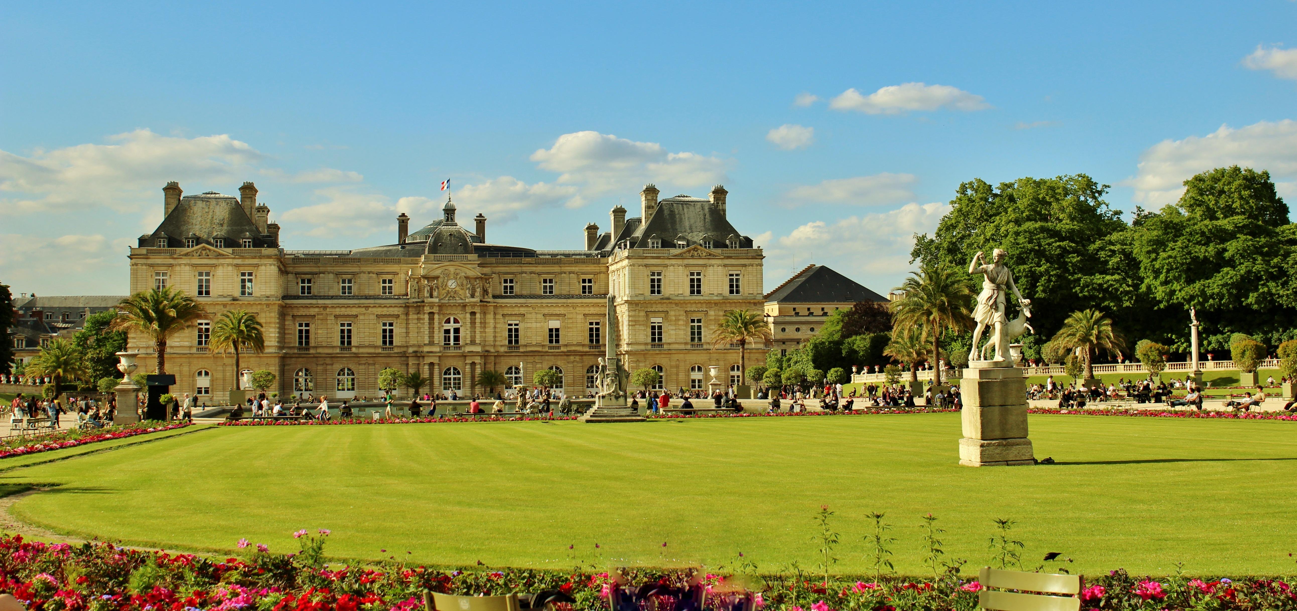 Images gratuites arbre herbe nuage architecture for Arbres jardin du luxembourg