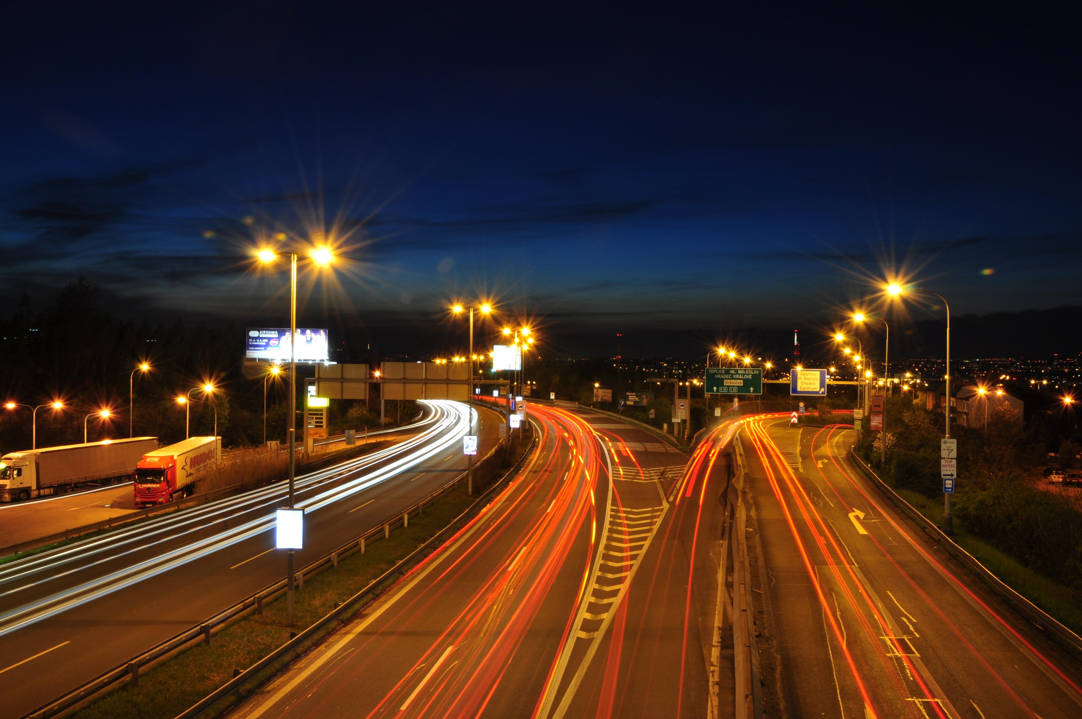 каких фотографии ночной дороги модели