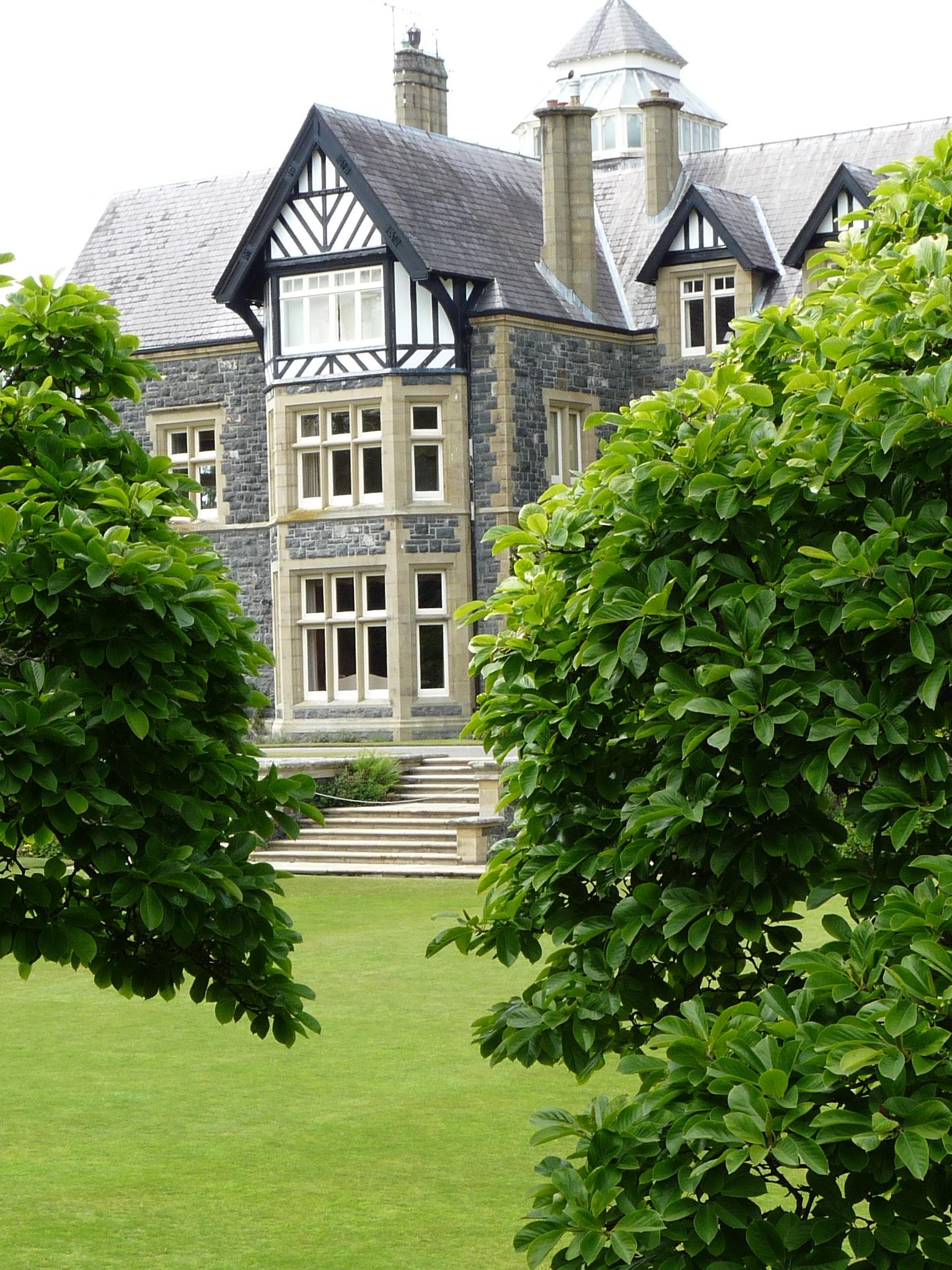 Kostenlose foto Baum Rasen Villa Haus Blume Gebäude