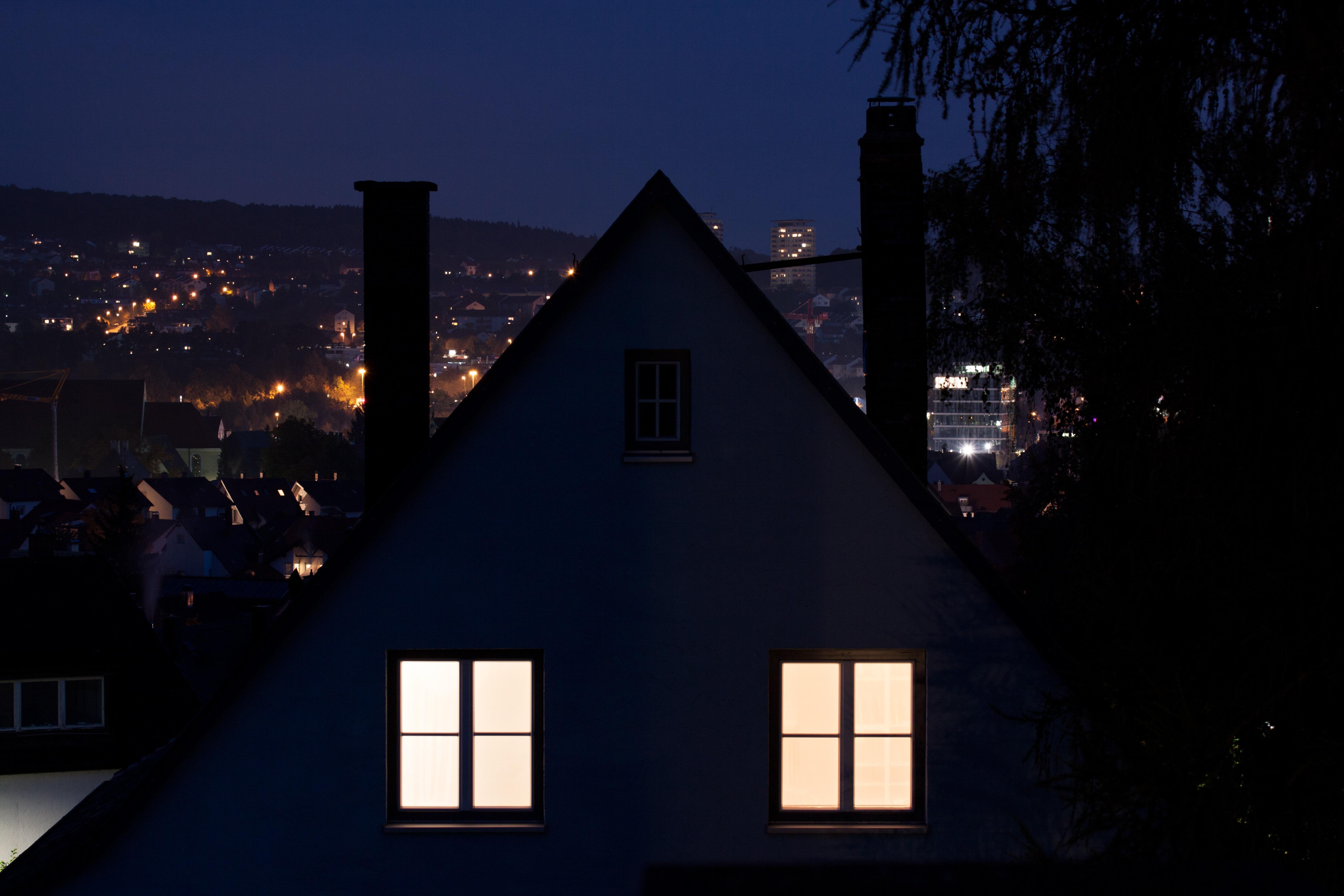 無料画像 木 空 日没 夜 家 太陽光 朝 シティ 自宅 夕暮れ イブニング 反射 暖炉