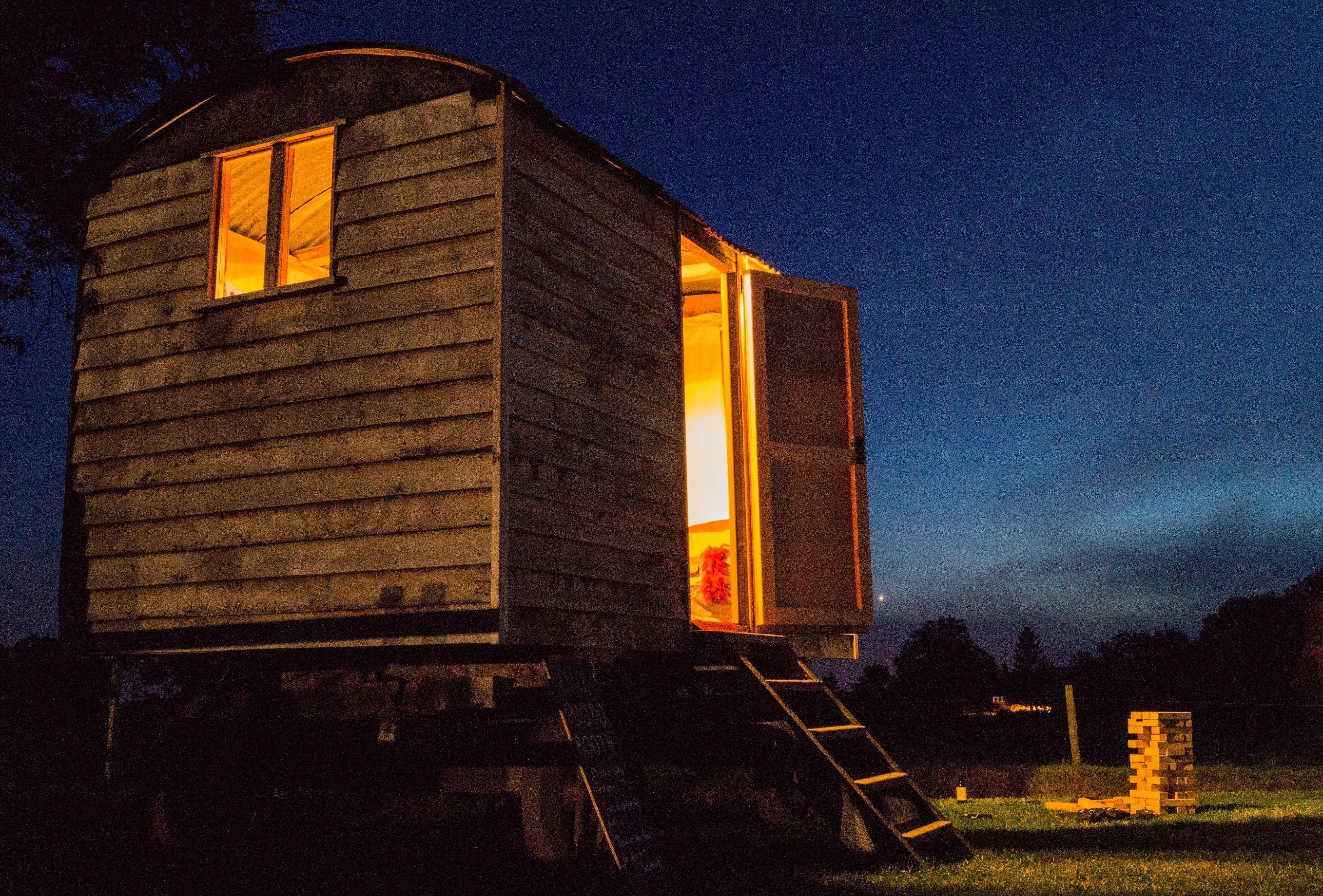 Huis Donker Hout : Gratis afbeeldingen : boom licht hemel hout nacht wiel spel