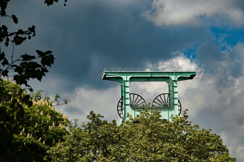 Gambar pohon alam horison awan langit sinar matahari pagi hijau refleksi menara industri tagihan ranjau karbon daerah pedesaan wilayah Ruhr