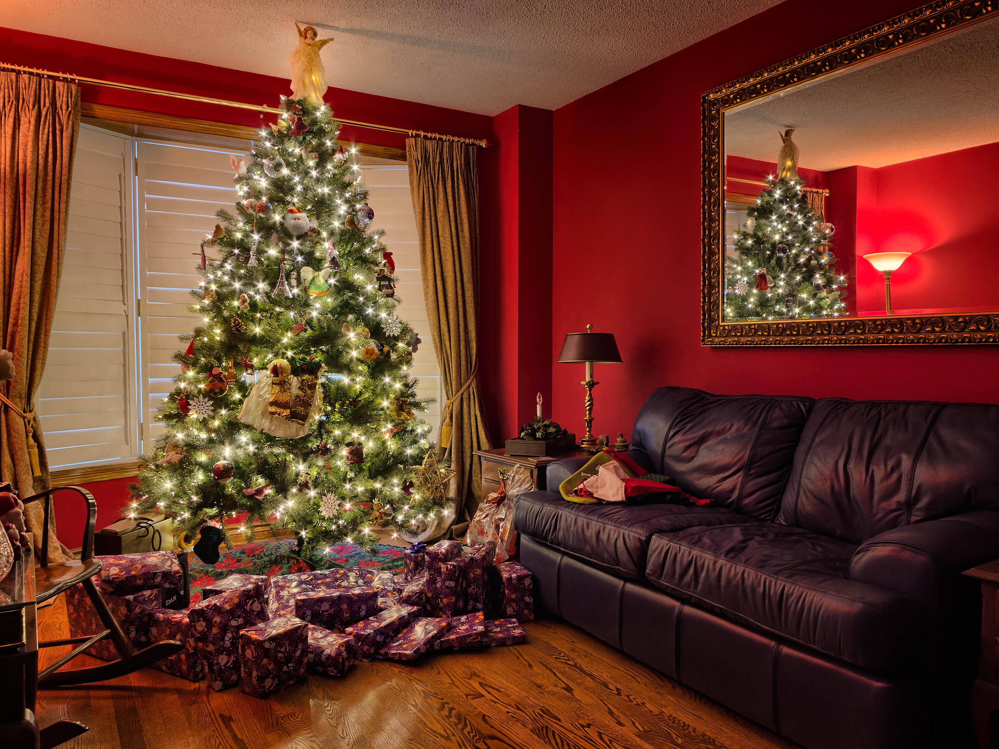 Fotos gratis rojo sala habitaci n rbol de navidad for Luces interiores