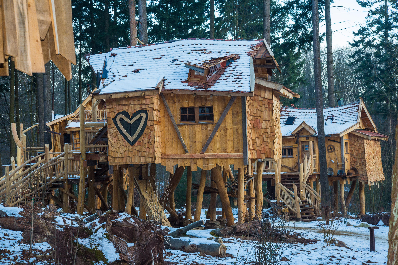 fotos gratis nieve invierno edificio vacaciones choza pueblo vivir clima apartamento temporada cabaa de madera rea rural casa del rbol