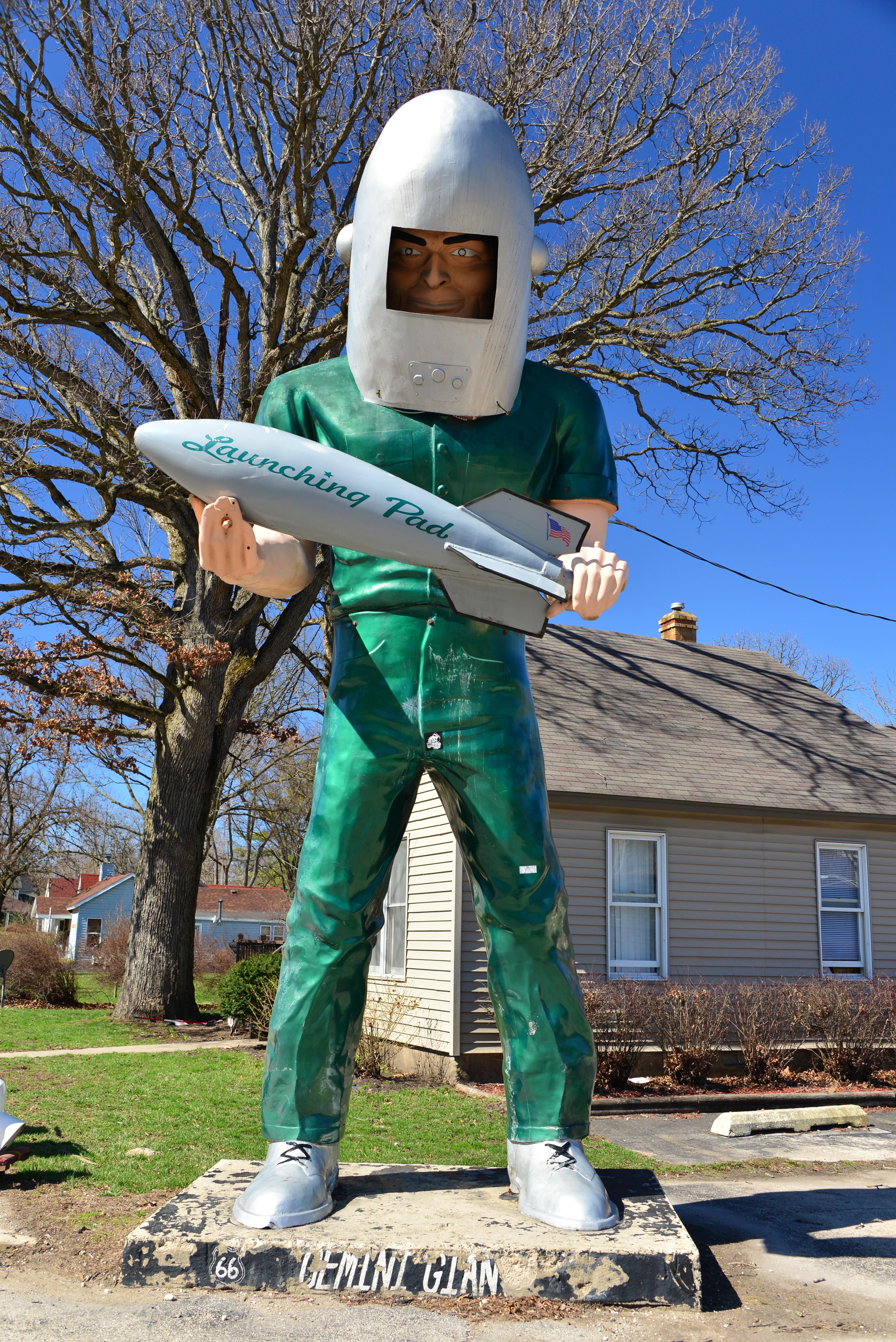 ... astronaut, sculpture, art, illinois, history, scarecrow, popular,  memorabilia, route 66, yesteryear, spaceman, mother road, wilmington,  gemini giant, ...