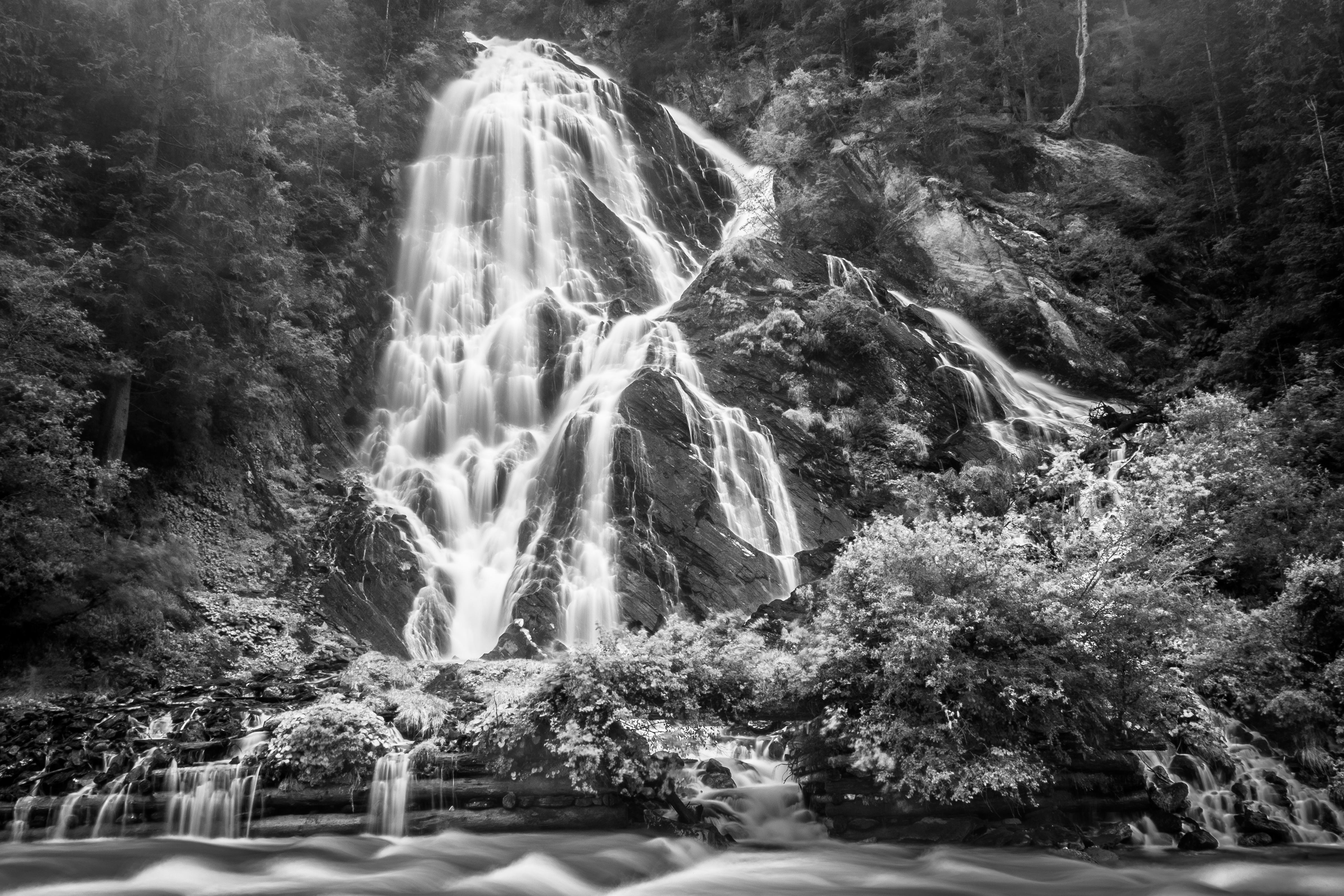 природа раскраска и фото деревья водопады днем