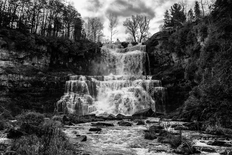 черно белые картинки водопад реле