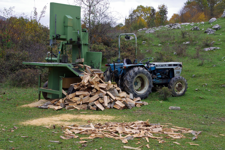 Images gratuites arbre tracteur ferme v hicule sol bois de chauffage agriculture bois d - Arbre fruitier comme bois de chauffage ...