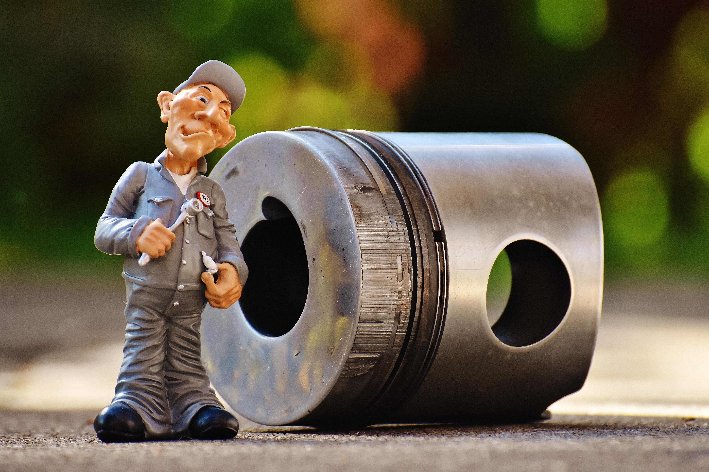 Gambar Ara Patung Lucu Montir Cacat Aluminium Truk