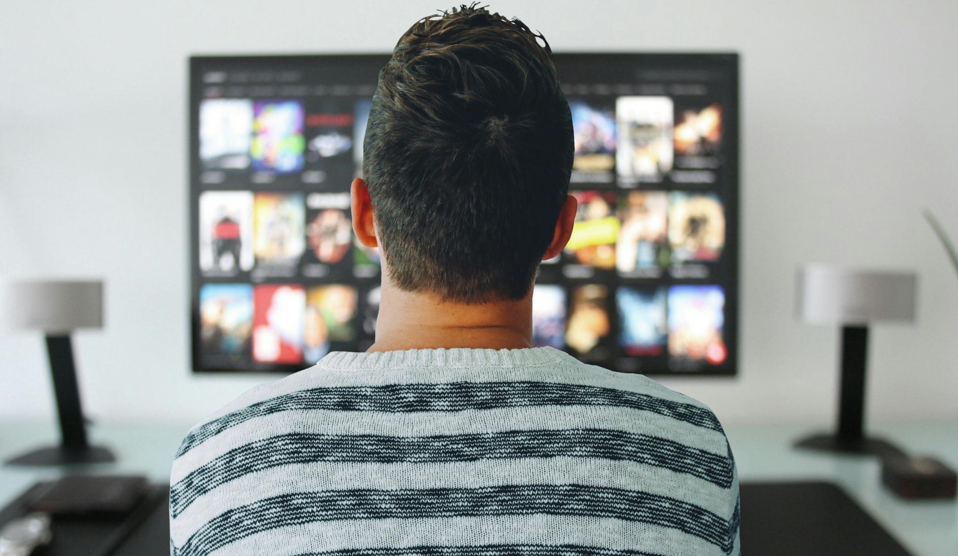 Images gratuites la télé homme en train de regarder chambre
