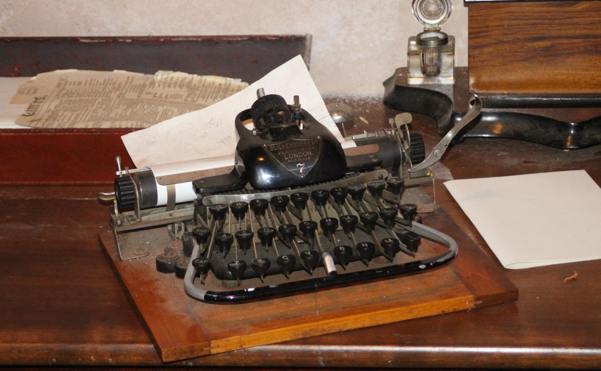 Free Images : typing, keyboard, antique, typewriter, metal ...