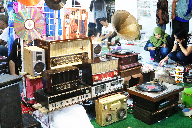 free images used retro vintage radio antiques antiquities