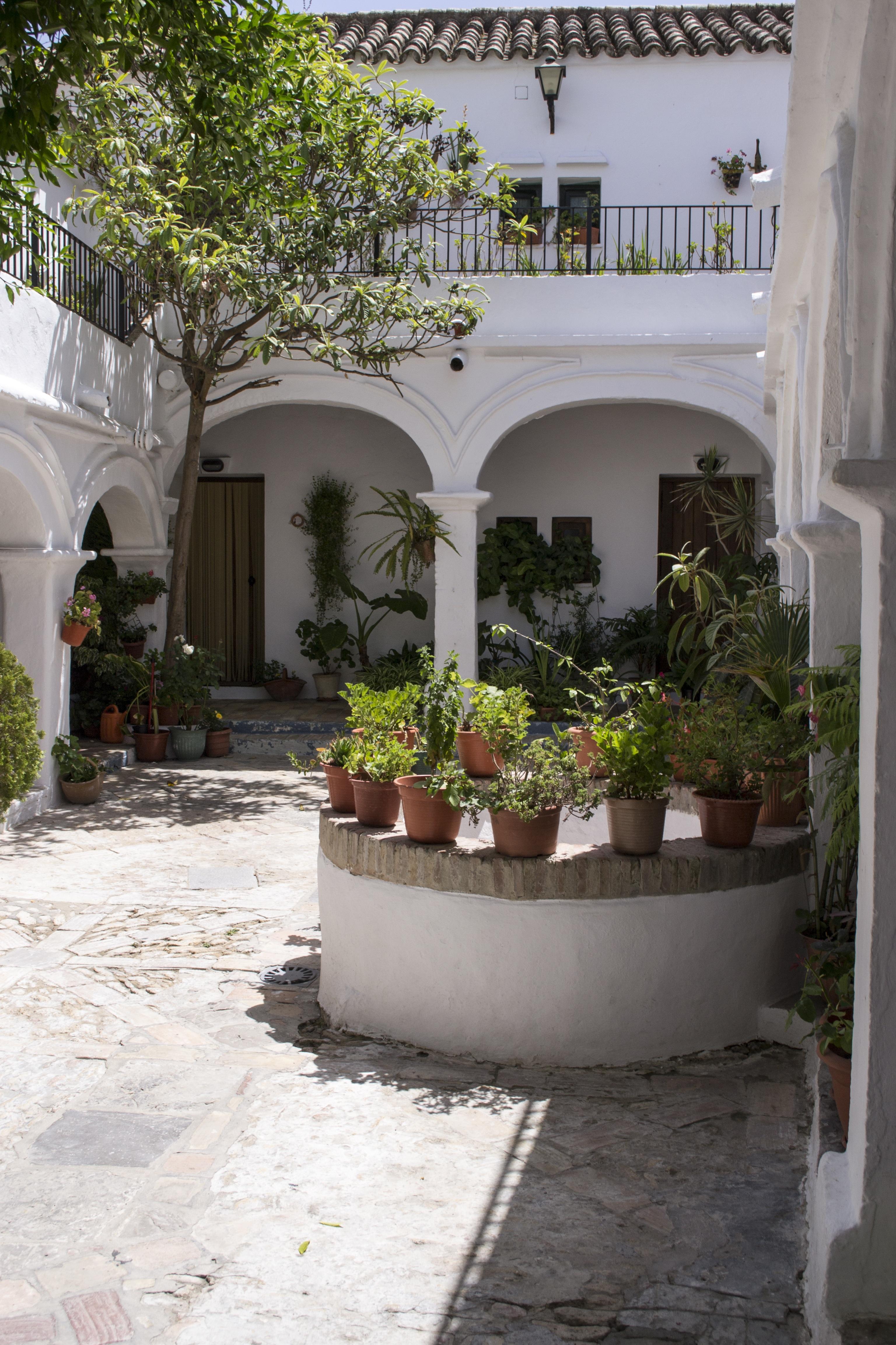 Fotos gratis villa casa flor caba a patio interior propiedad jard n vejer inmuebles - Ley propiedad horizontal patio interior ...