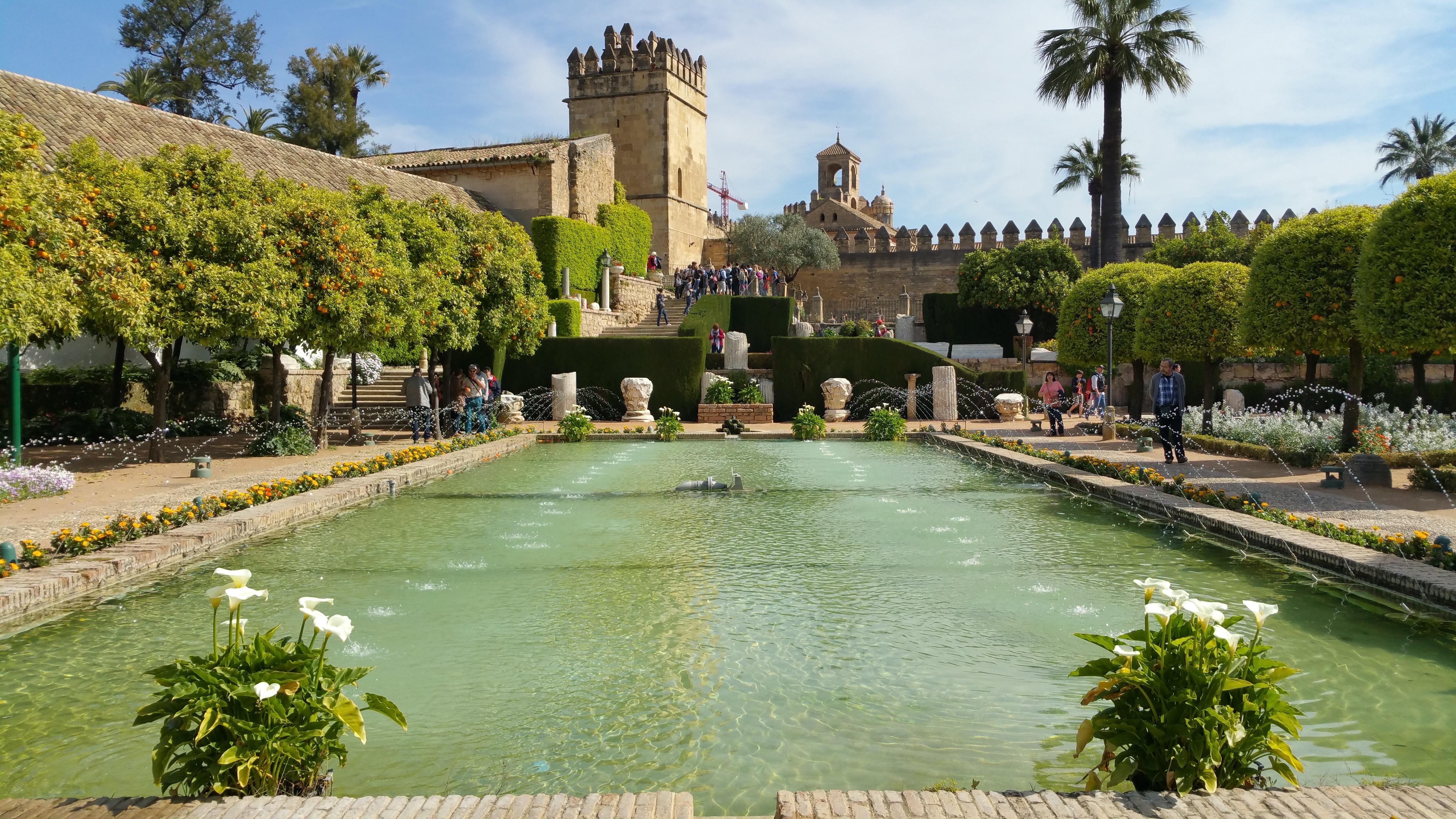 Fotos gratis villa palacio castillo piscina for Piscinas jardin cordoba