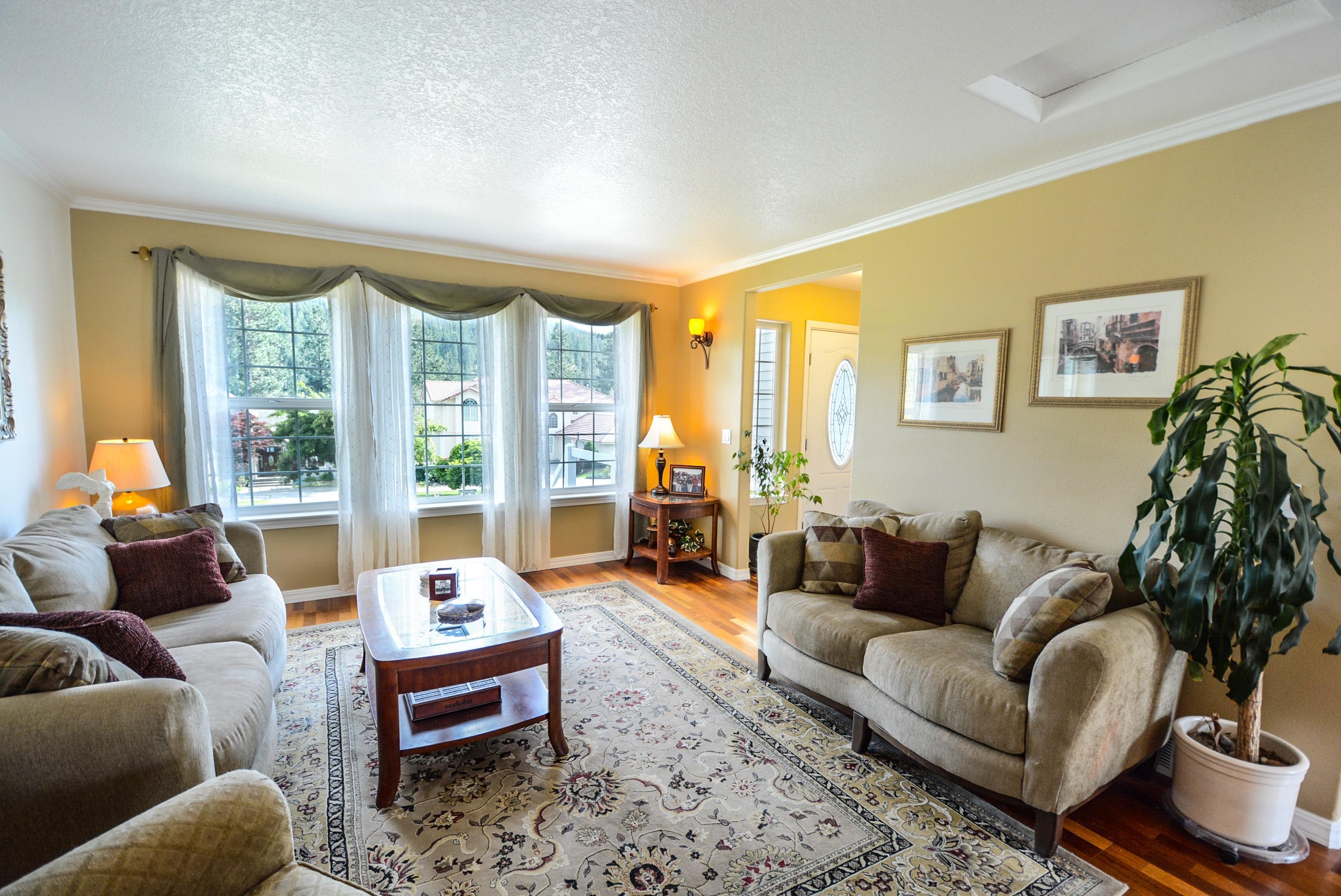 Gambar Vila Rumah Besar Lantai Pondok Milik Ruang Keluarga