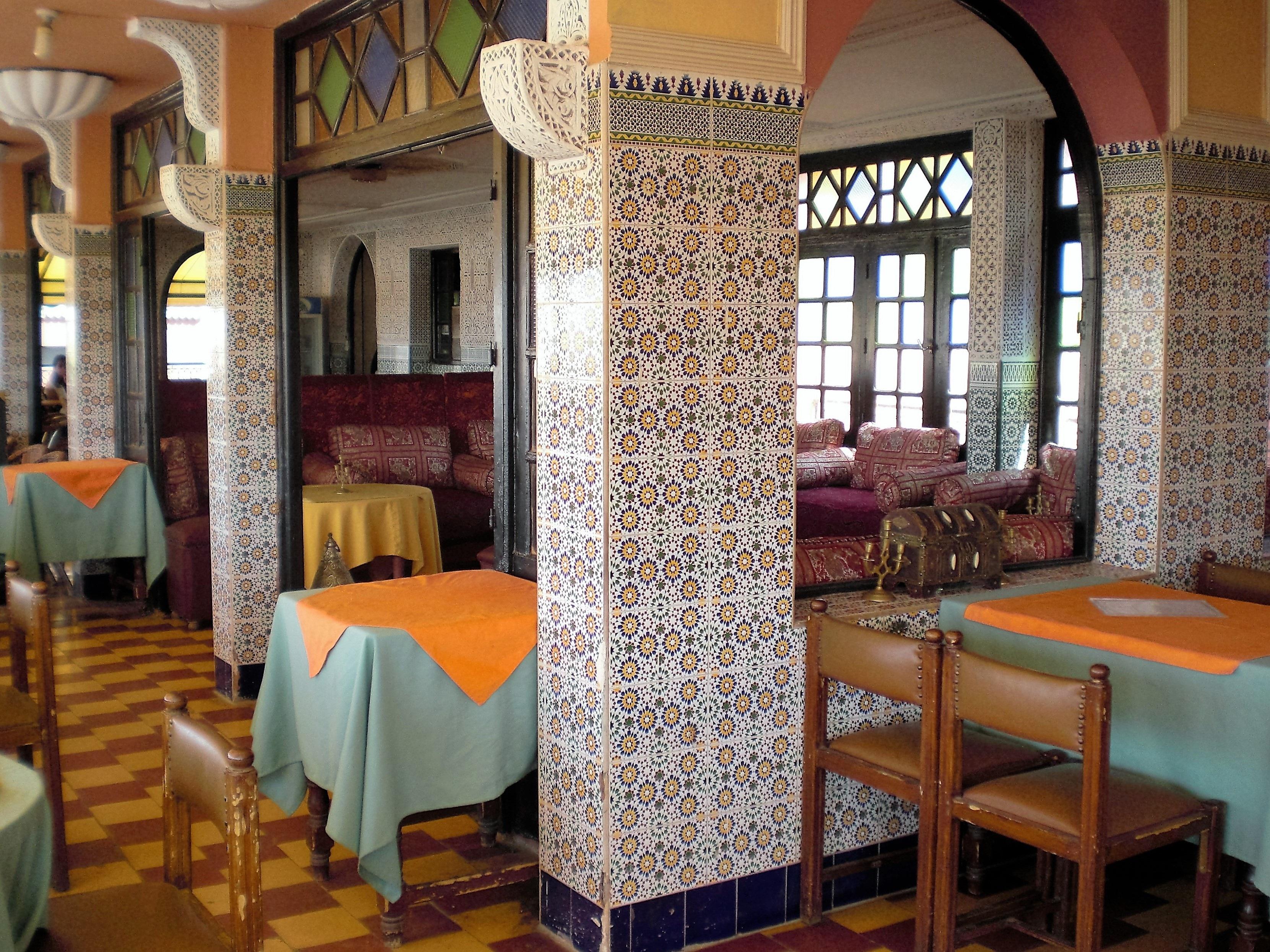 Villa Restaurant Palast Säule Eigentum Wohnzimmer Zimmer Innenarchitektur  Erholungsort Mosaik  Marrakesch Marokko Immobilien Lobby Suite