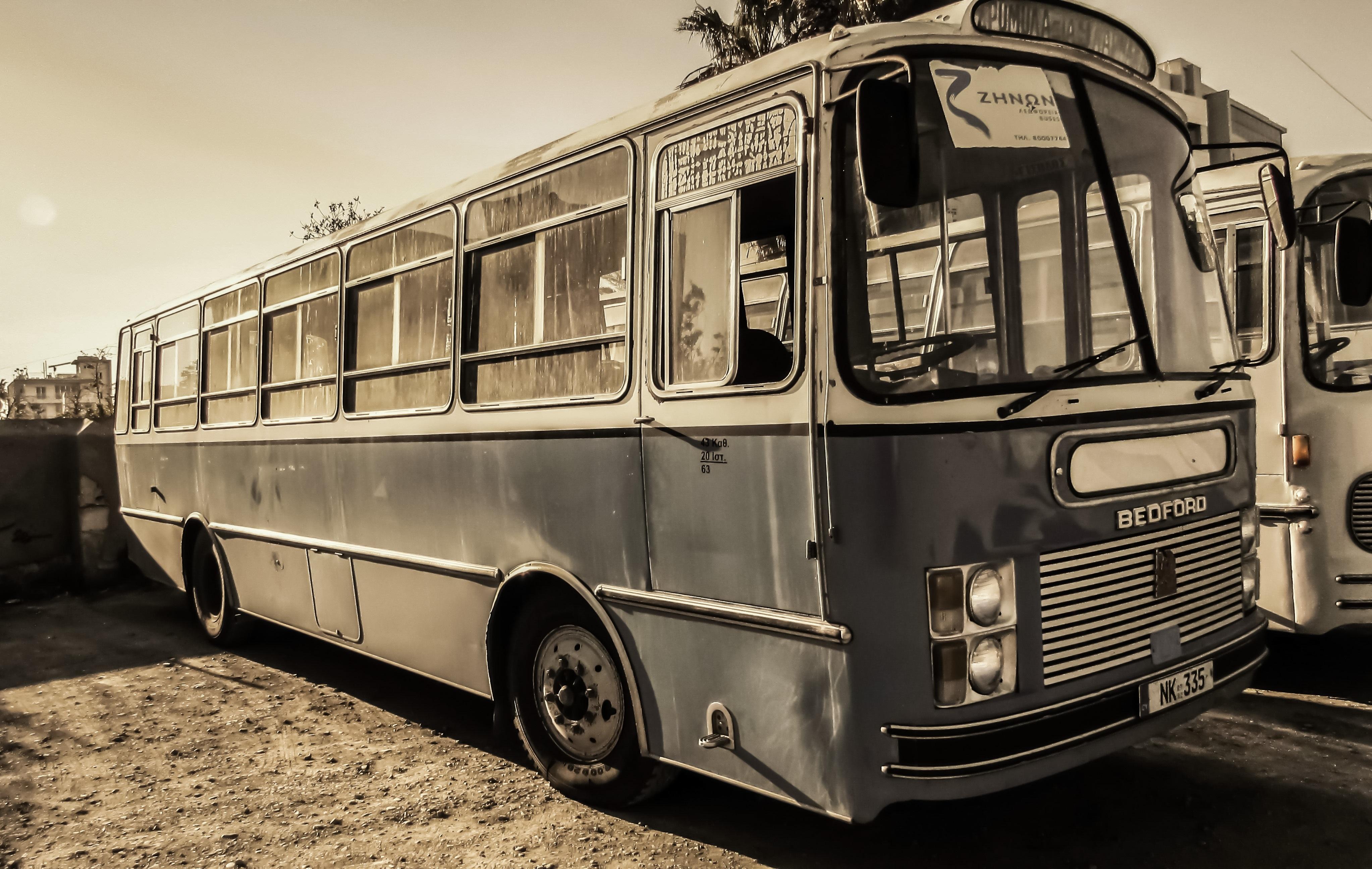 Картинка старинного автобуса