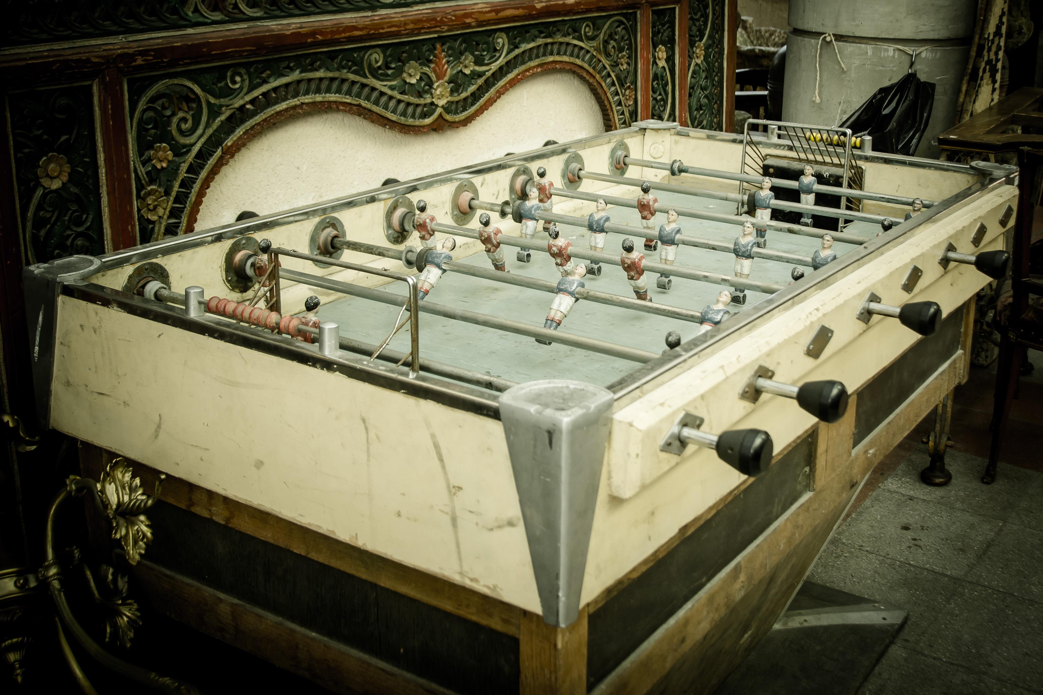vintage-old-machine-nostalgia-junk-furniture-table-football-flea-market-man-made-object-wuzler-813162 Incroyable De Table Vintage Des Idées
