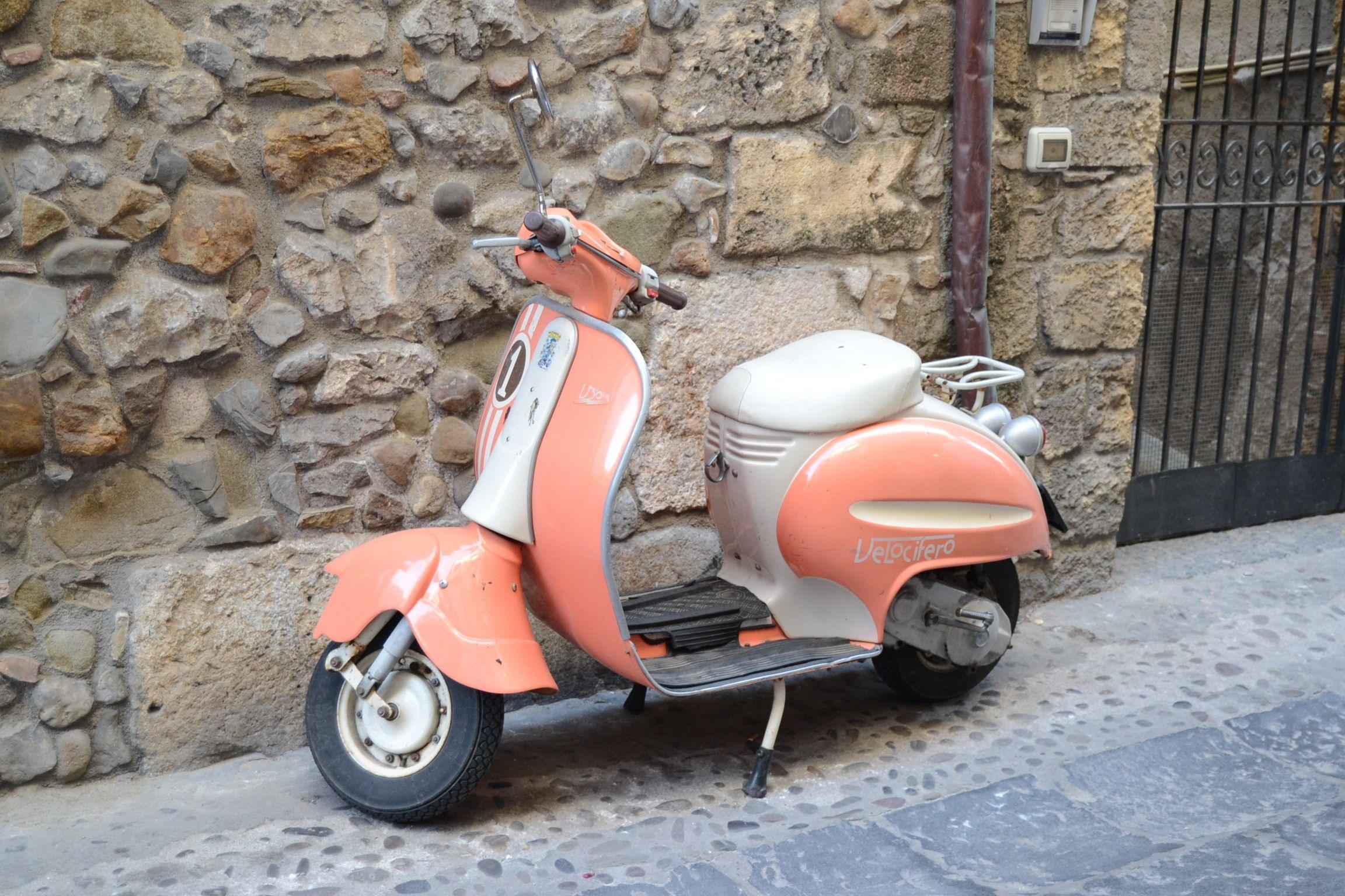 vintage italian scooter - HD2304×1536