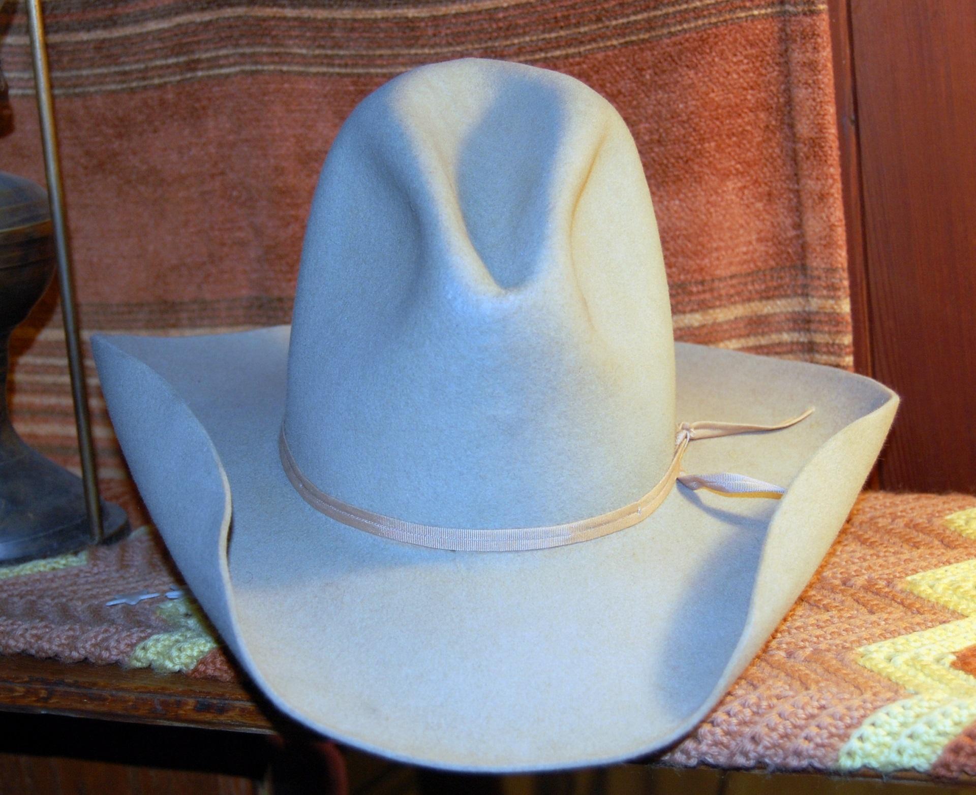 Gratis afbeeldingen : wijnoogst symbool hoed blauw kleding