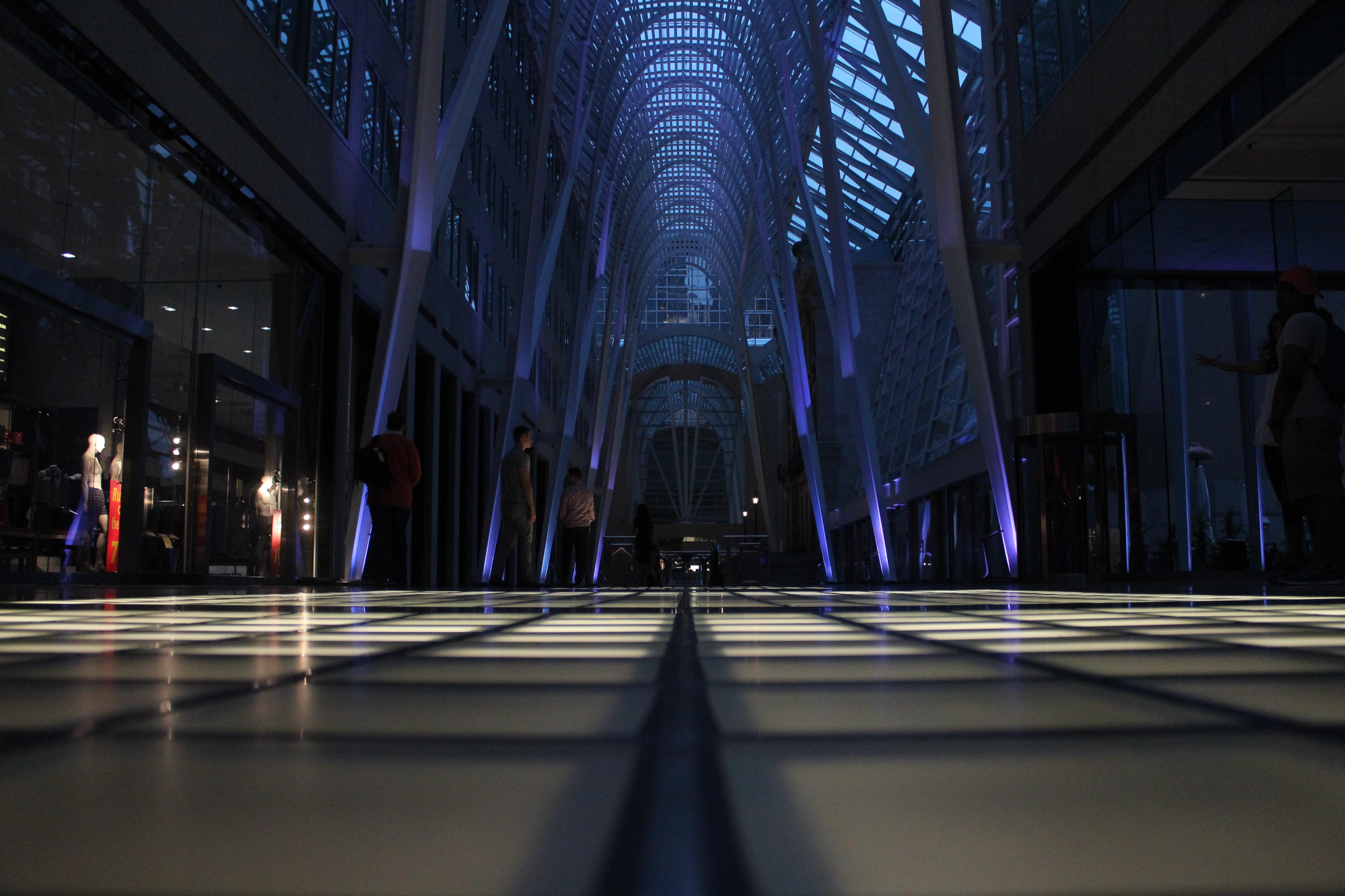 Banco De Imagens : Caminhando, Luz, Arquitetura, Estrutura, Pessoas, Noite,  Construção, Tarde, Padronizar, Clarabóia, Trevas, Compras, Iluminação,  Moderno, ...